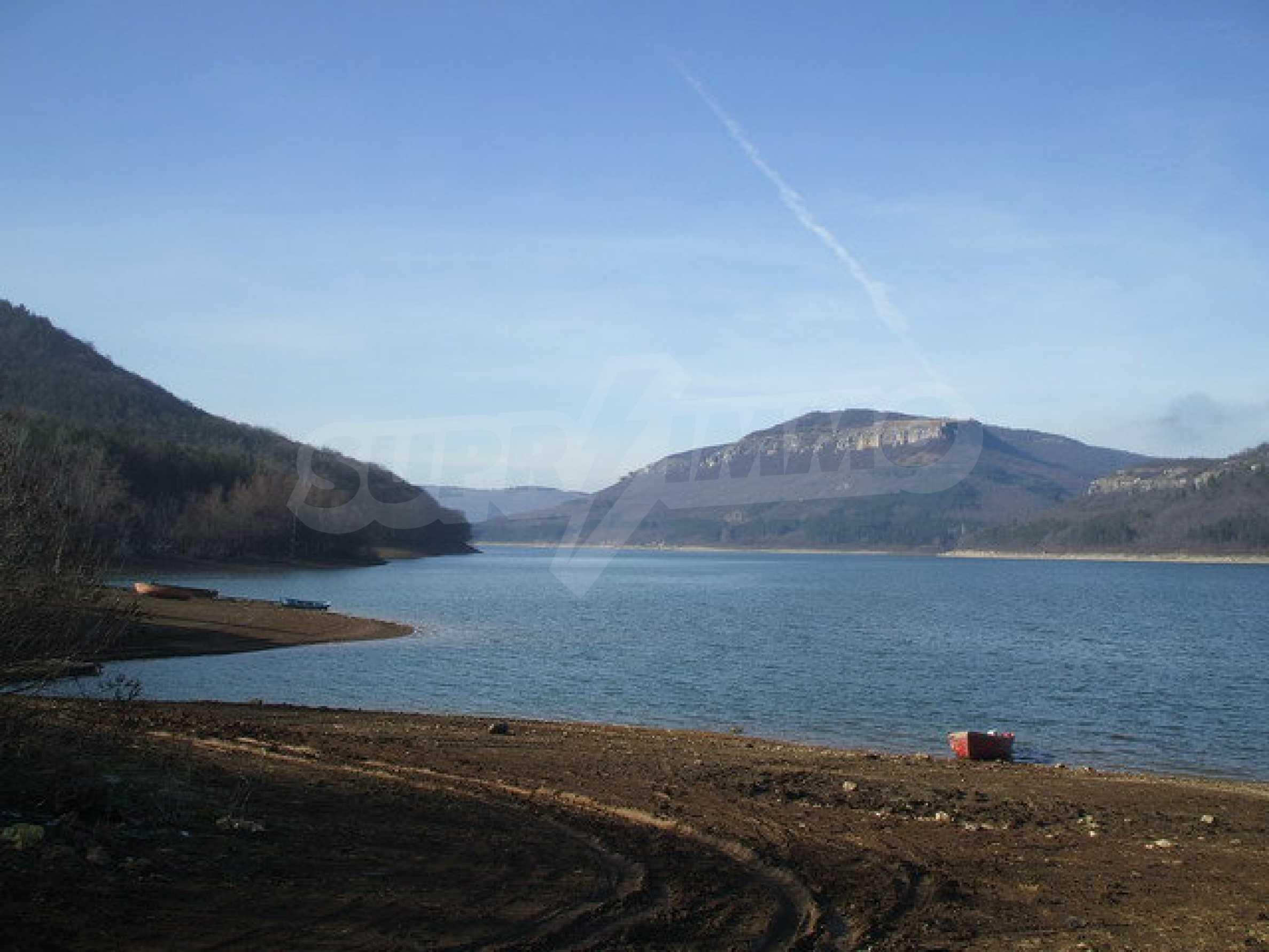 Земля в регуляции недалеко от озера  13