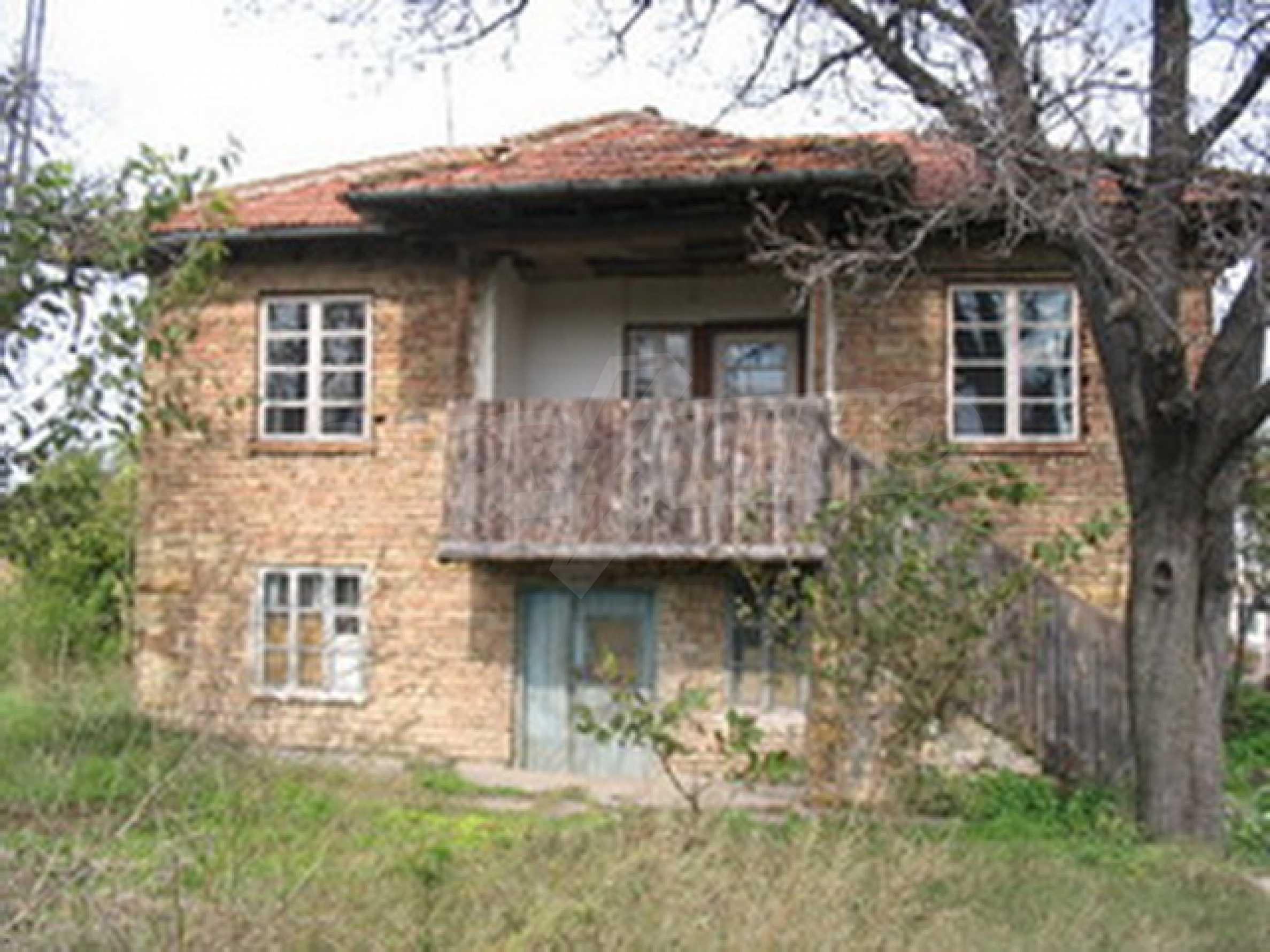 Zweistöckiges Haus zu einem günstigen Preis