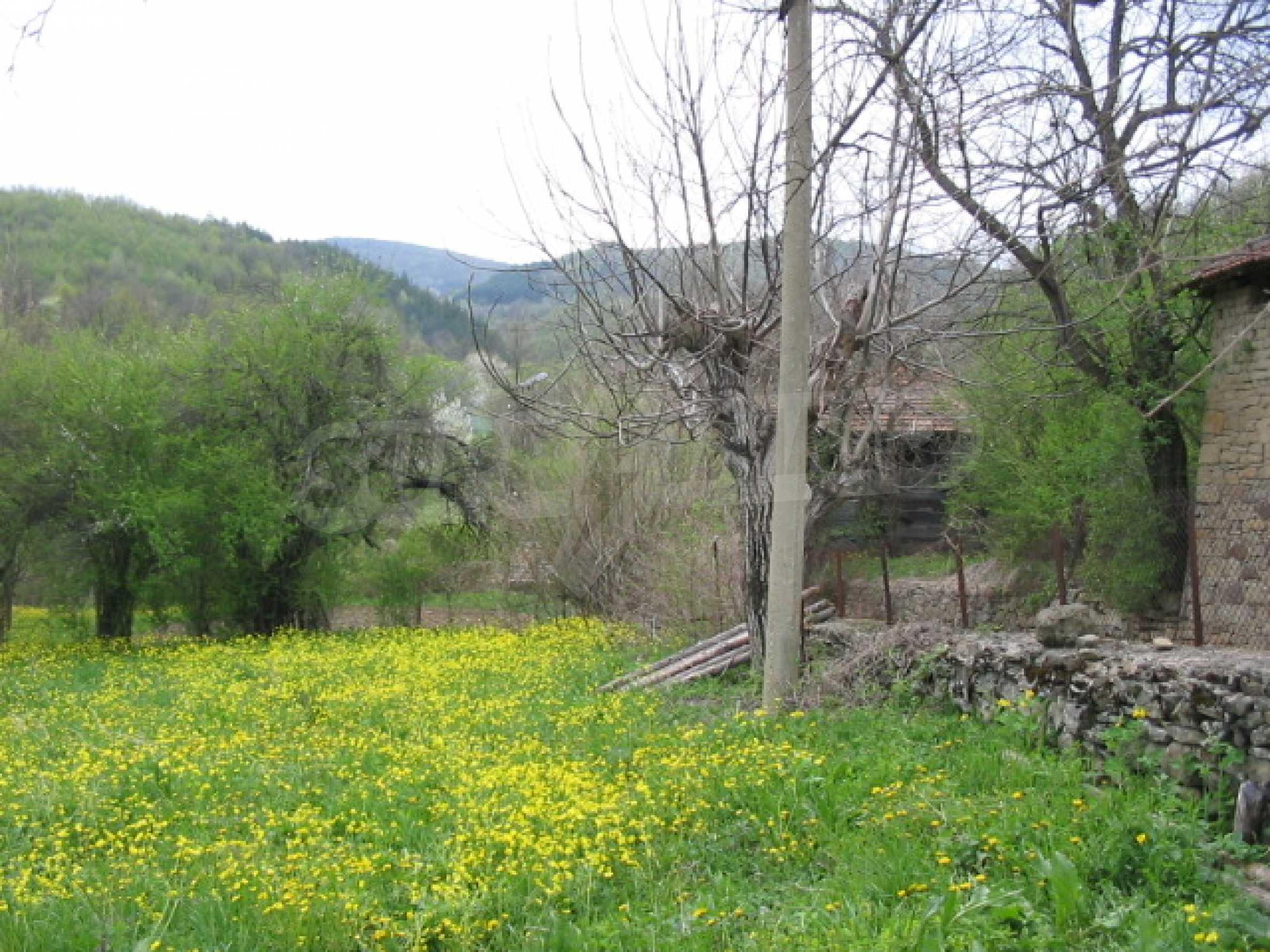 УПИ в село само на 20 км от Велико Търново  1