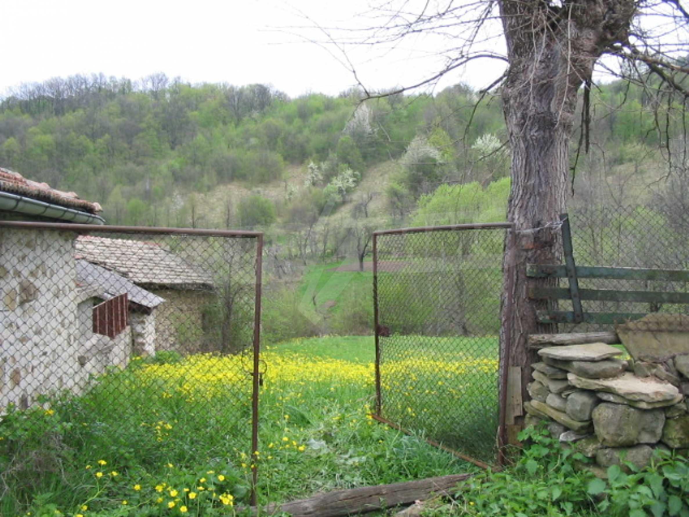 УПИ в село само на 20 км от Велико Търново  3