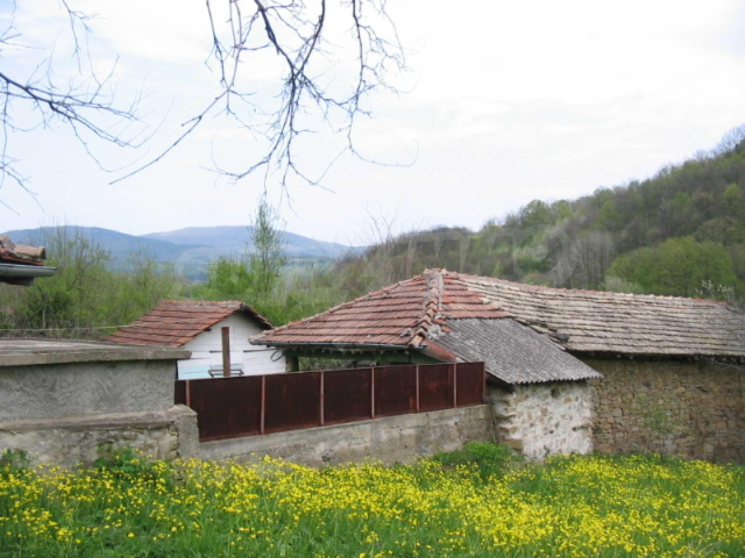 УПИ в село само на 20 км от Велико Търново  4