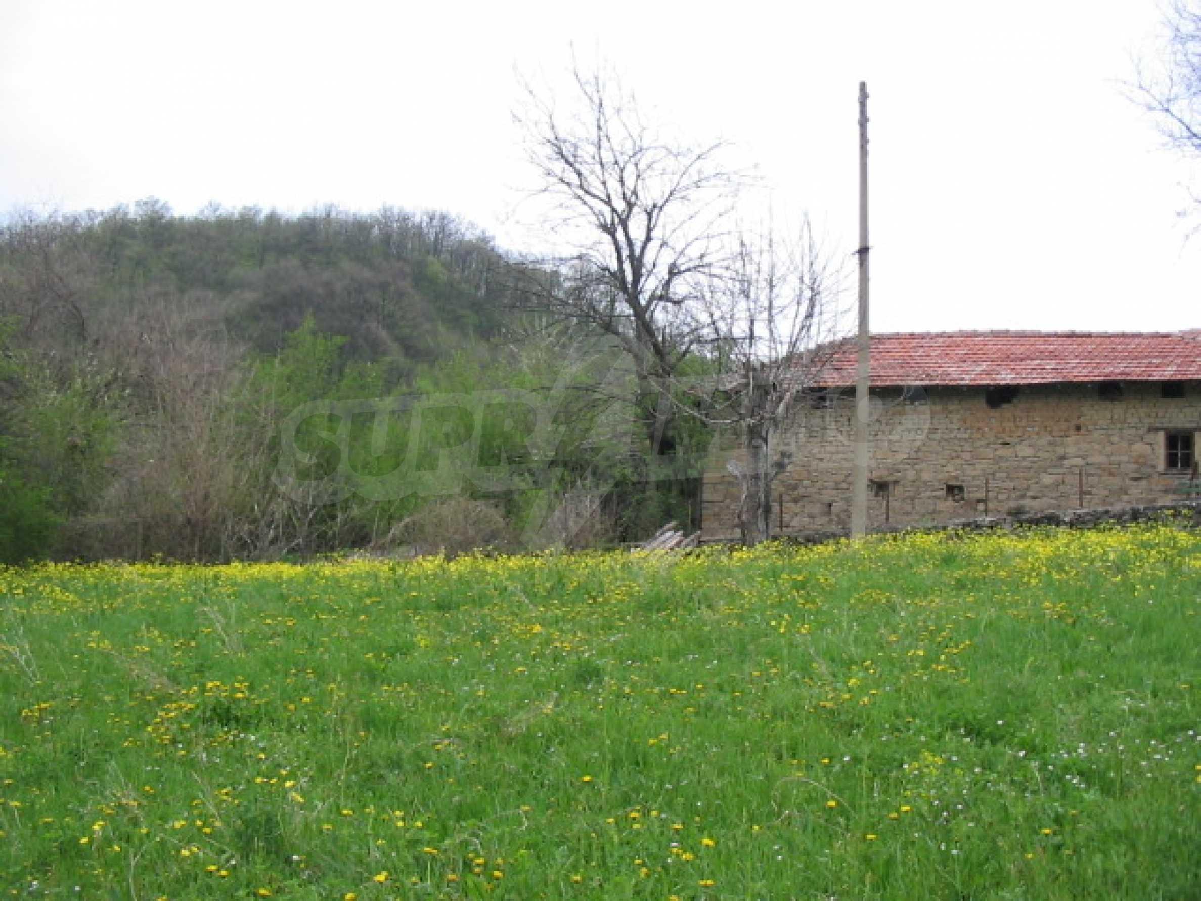 УПИ в село само на 20 км от Велико Търново  5