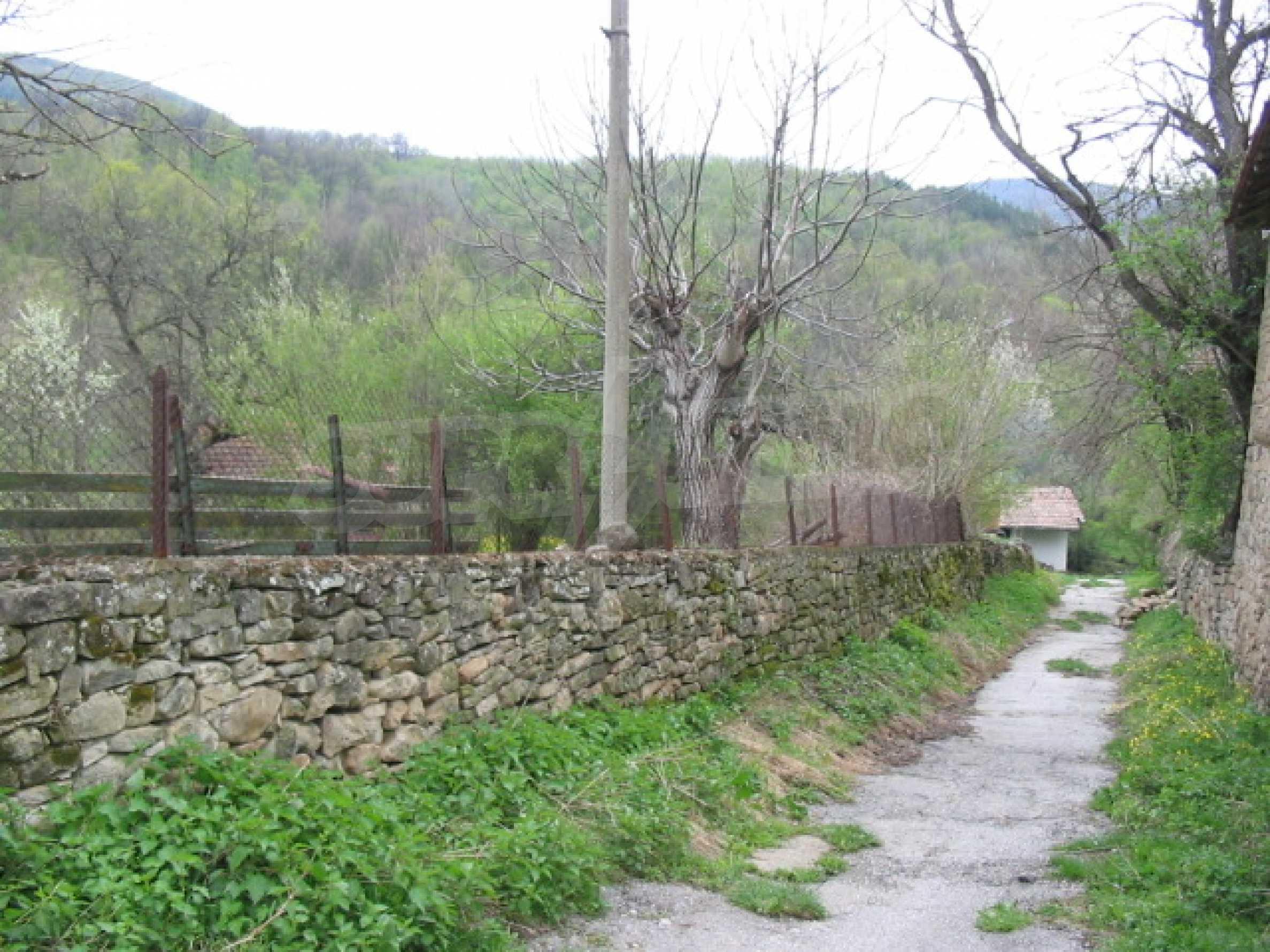 УПИ в село само на 20 км от Велико Търново  7