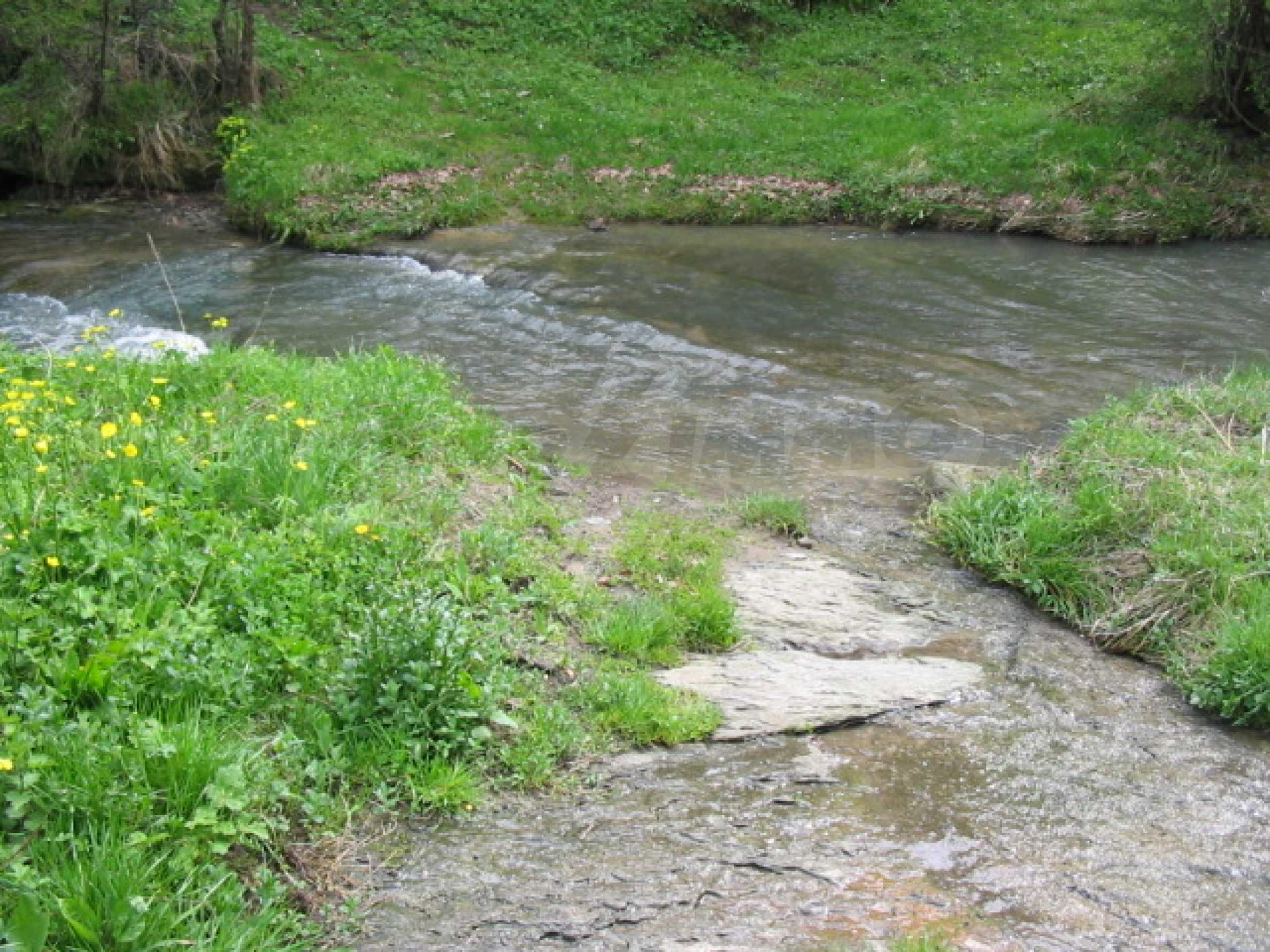 УПИ в село само на 20 км от Велико Търново  8
