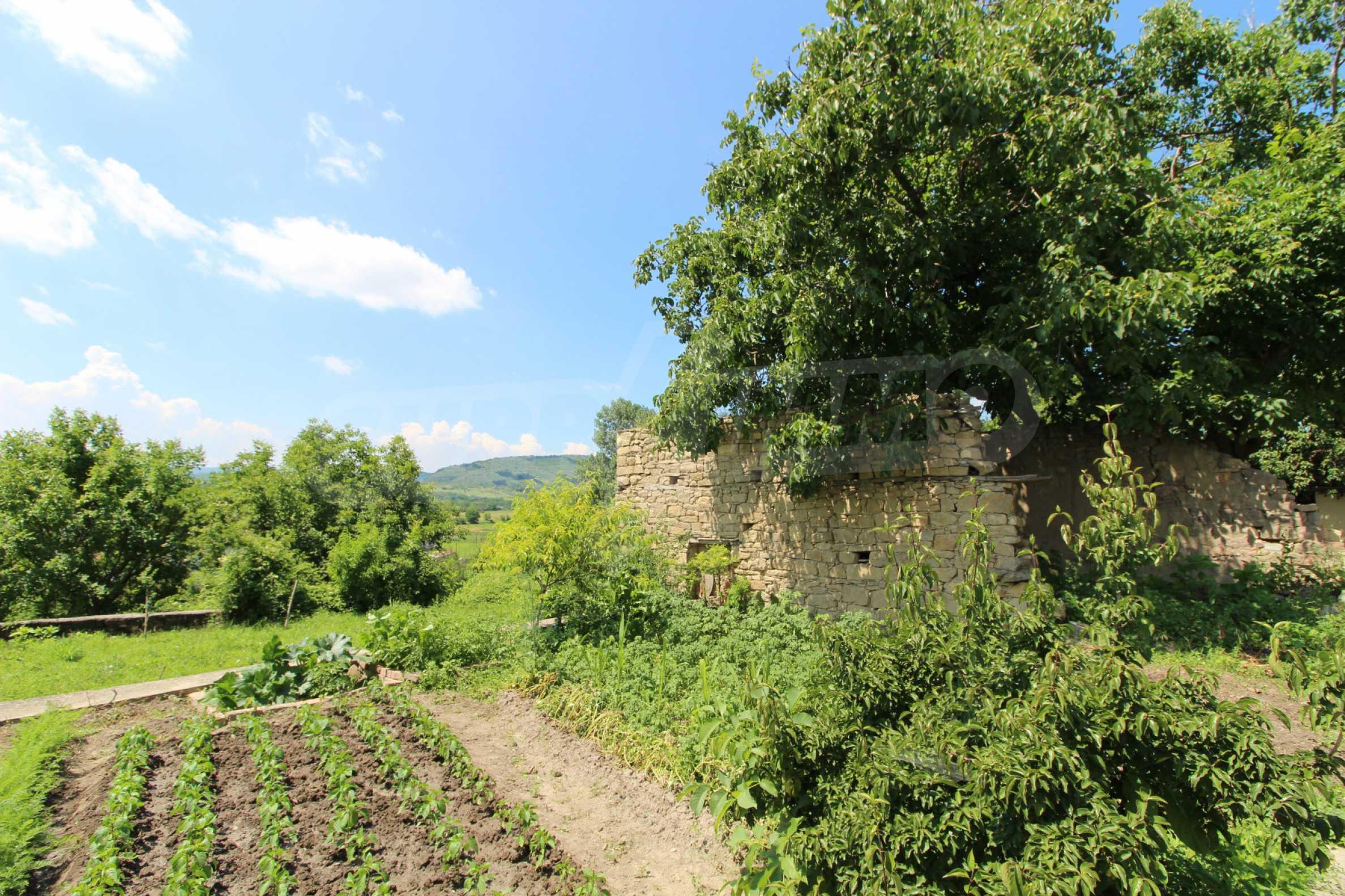Голяма къща с механа на 6 км. от град  Велико Търново 1