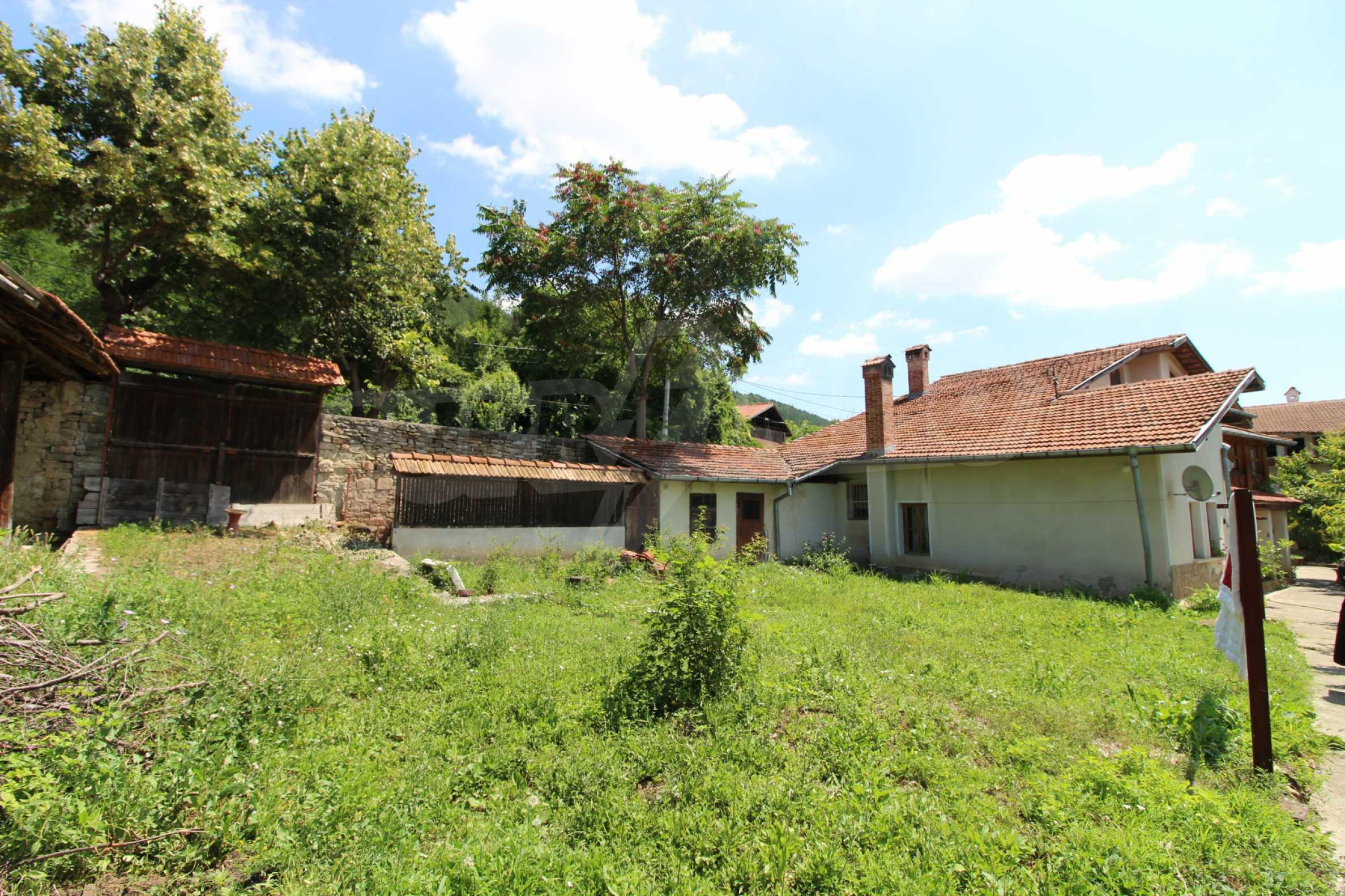 Голяма къща с механа на 6 км. от град  Велико Търново 3