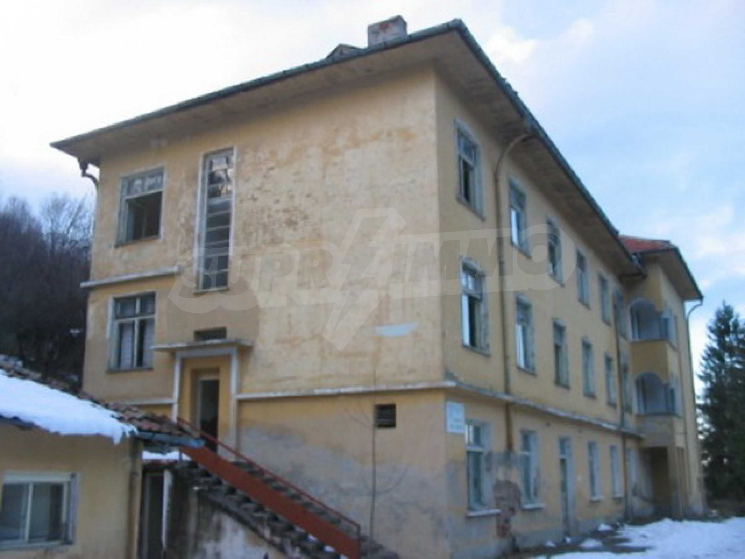 Hotel in need of complete renovation 1