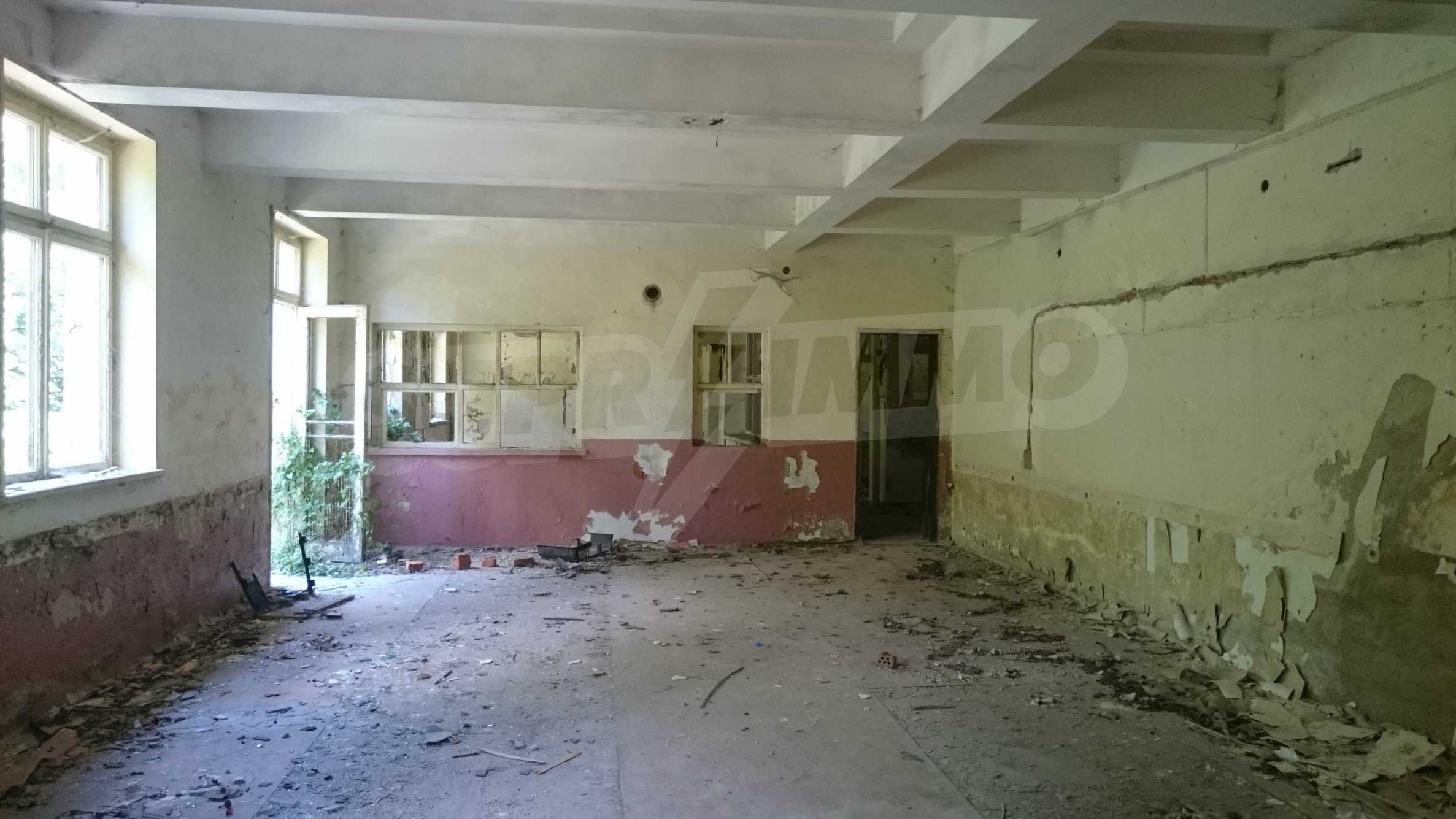 Hotel in need of complete renovation 21