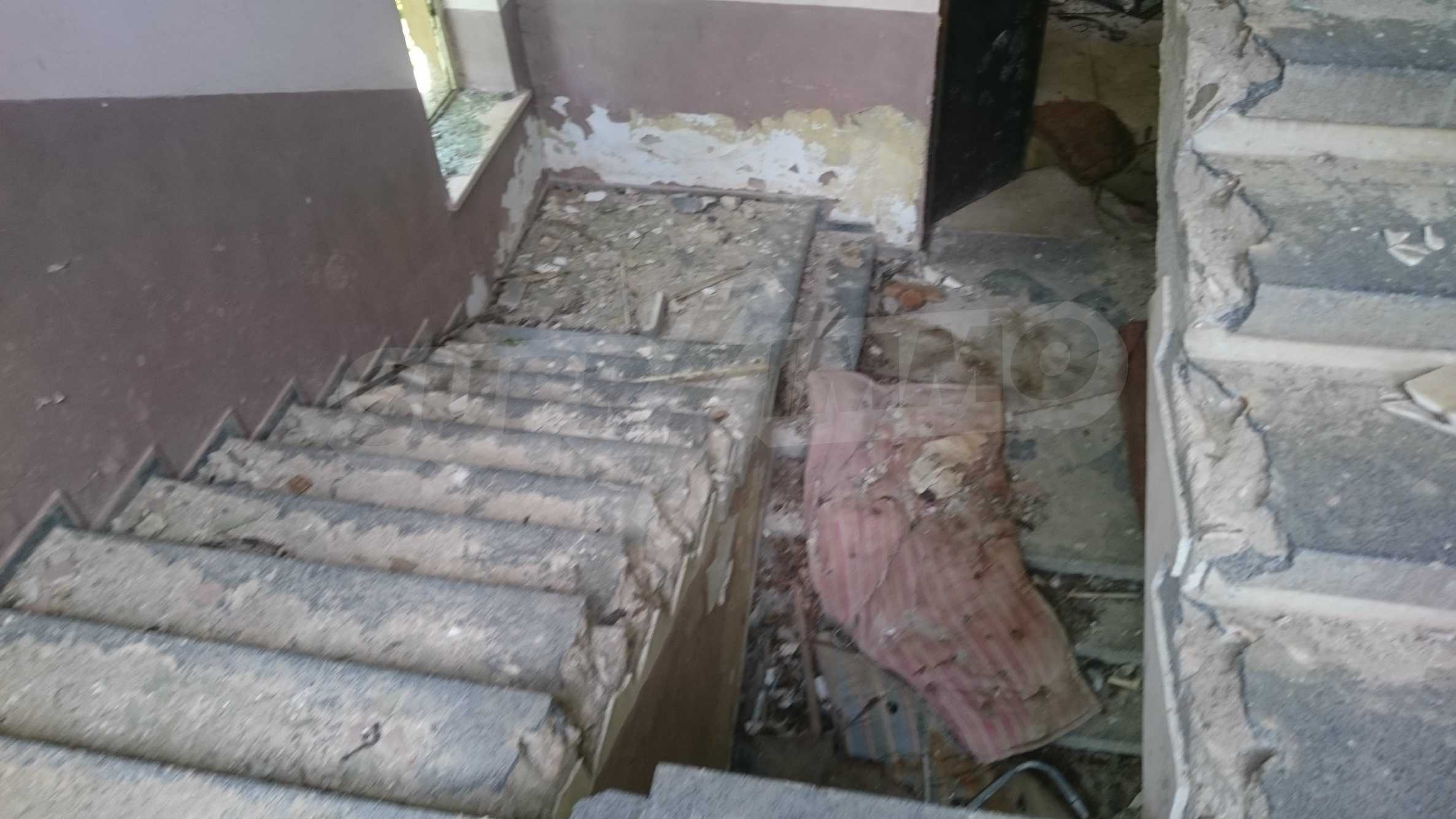 Hotel in need of complete renovation 23
