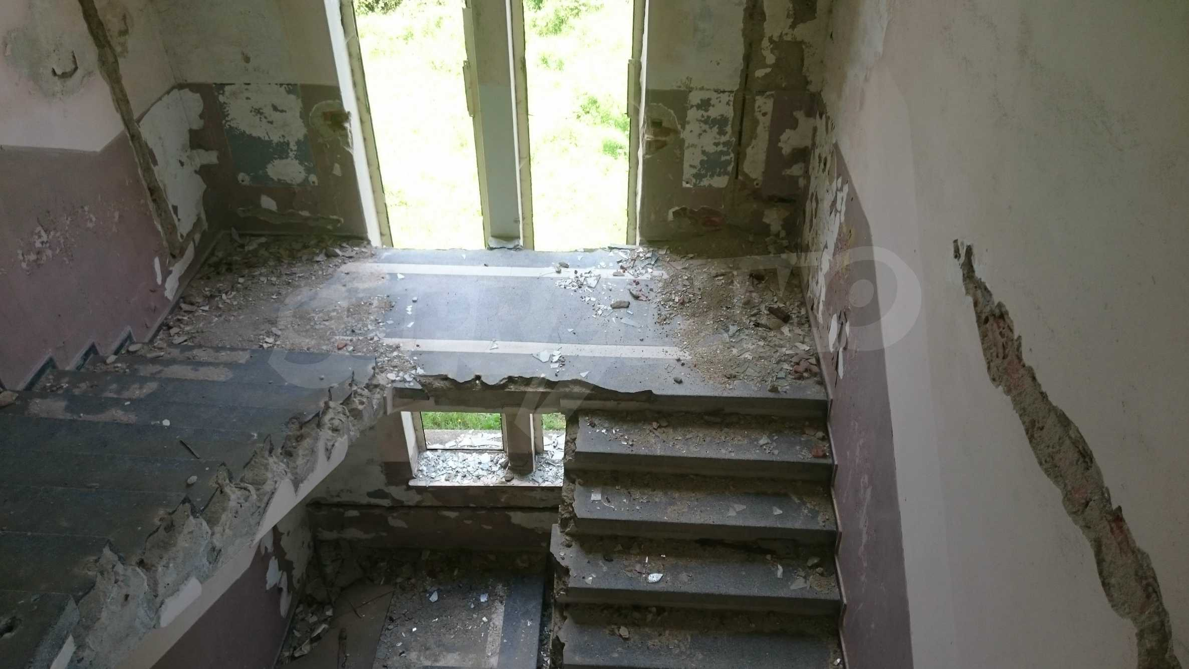 Hotel in need of complete renovation 37