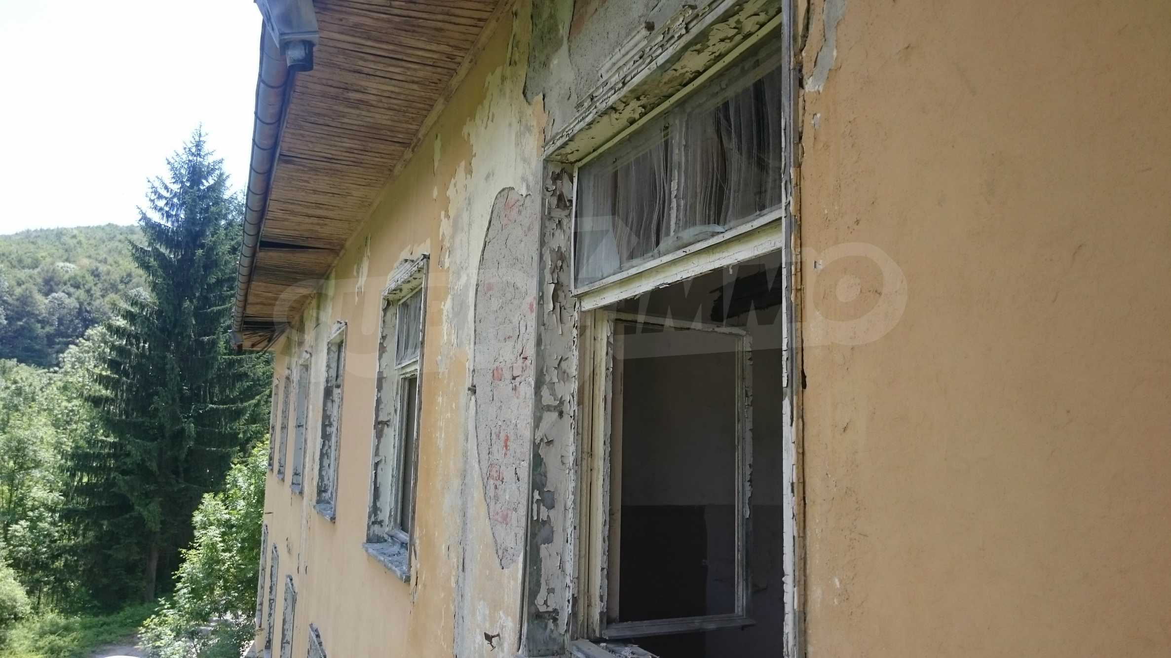 Hotel in need of complete renovation 40