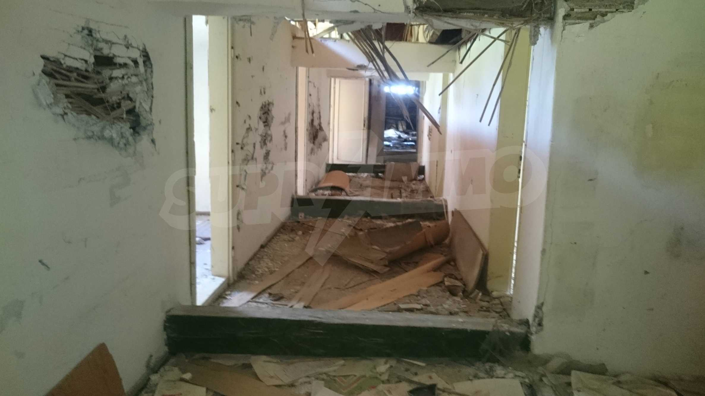 Hotel in need of complete renovation 44
