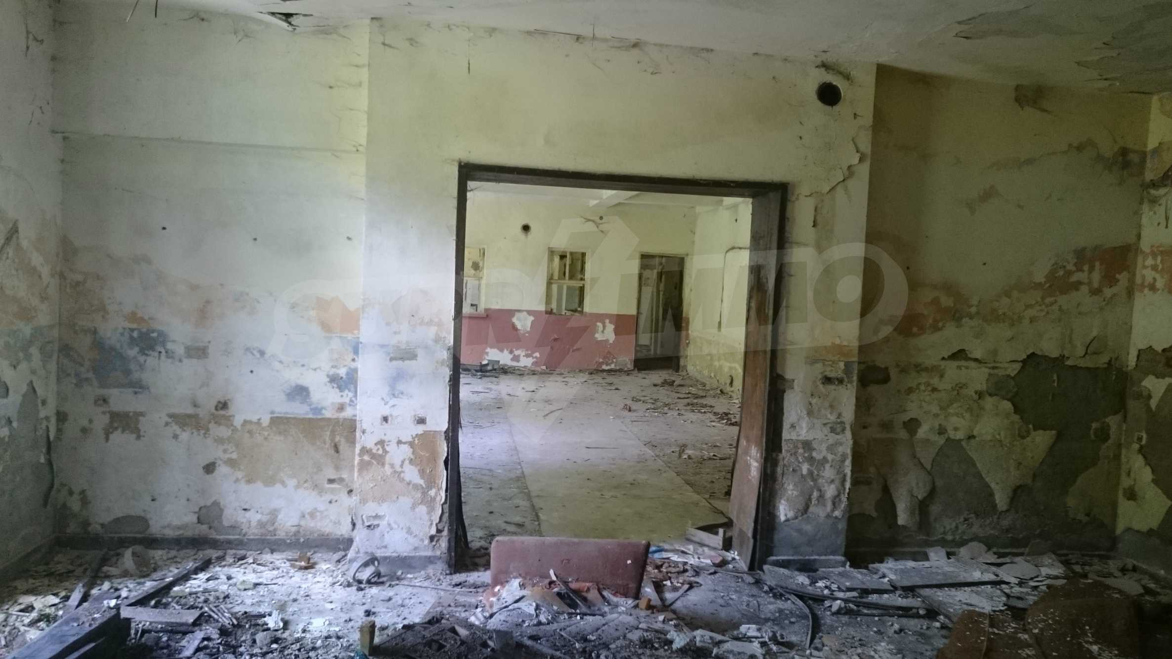 Hotel in need of complete renovation 54