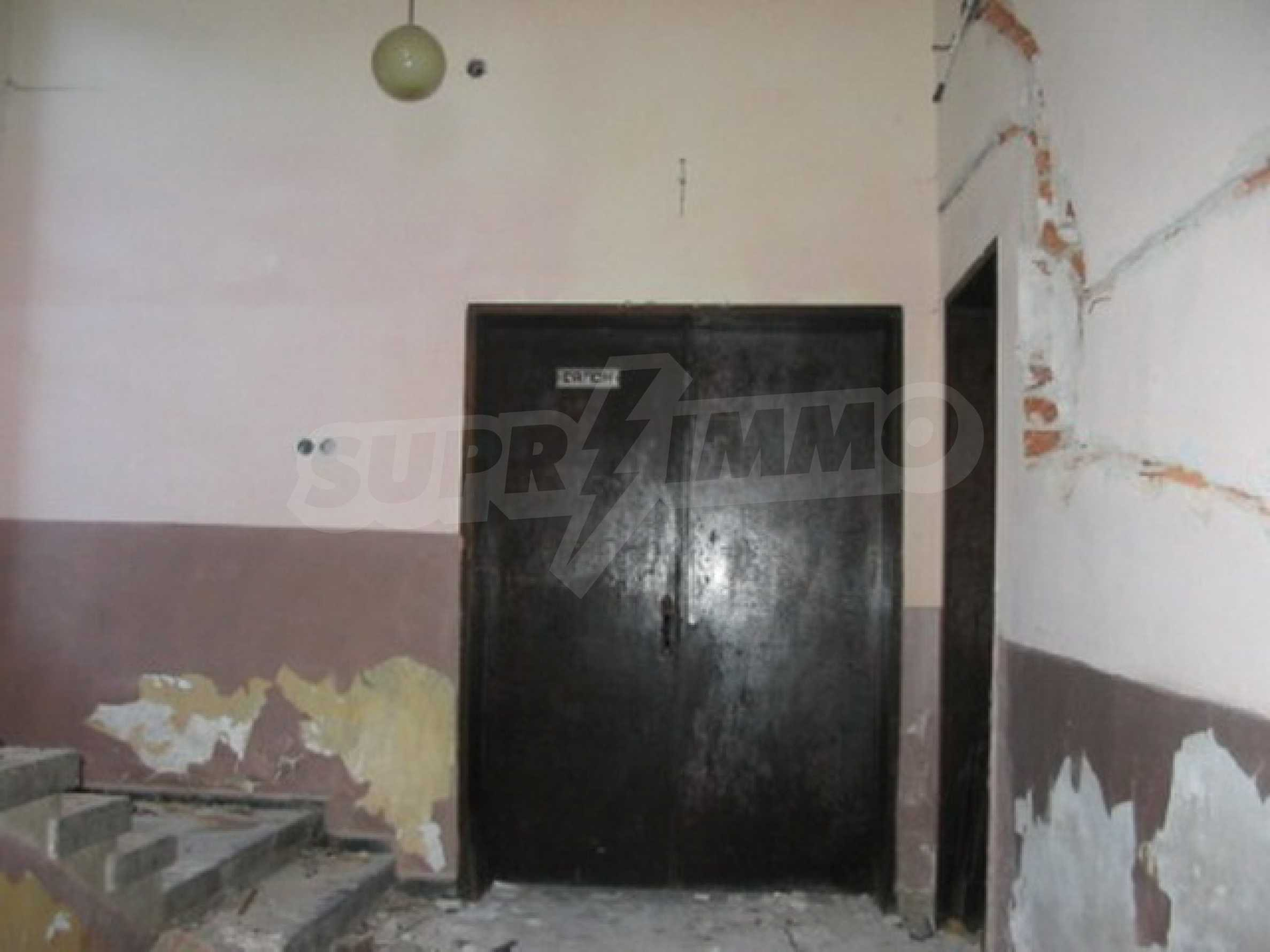 Hotel in need of complete renovation 5
