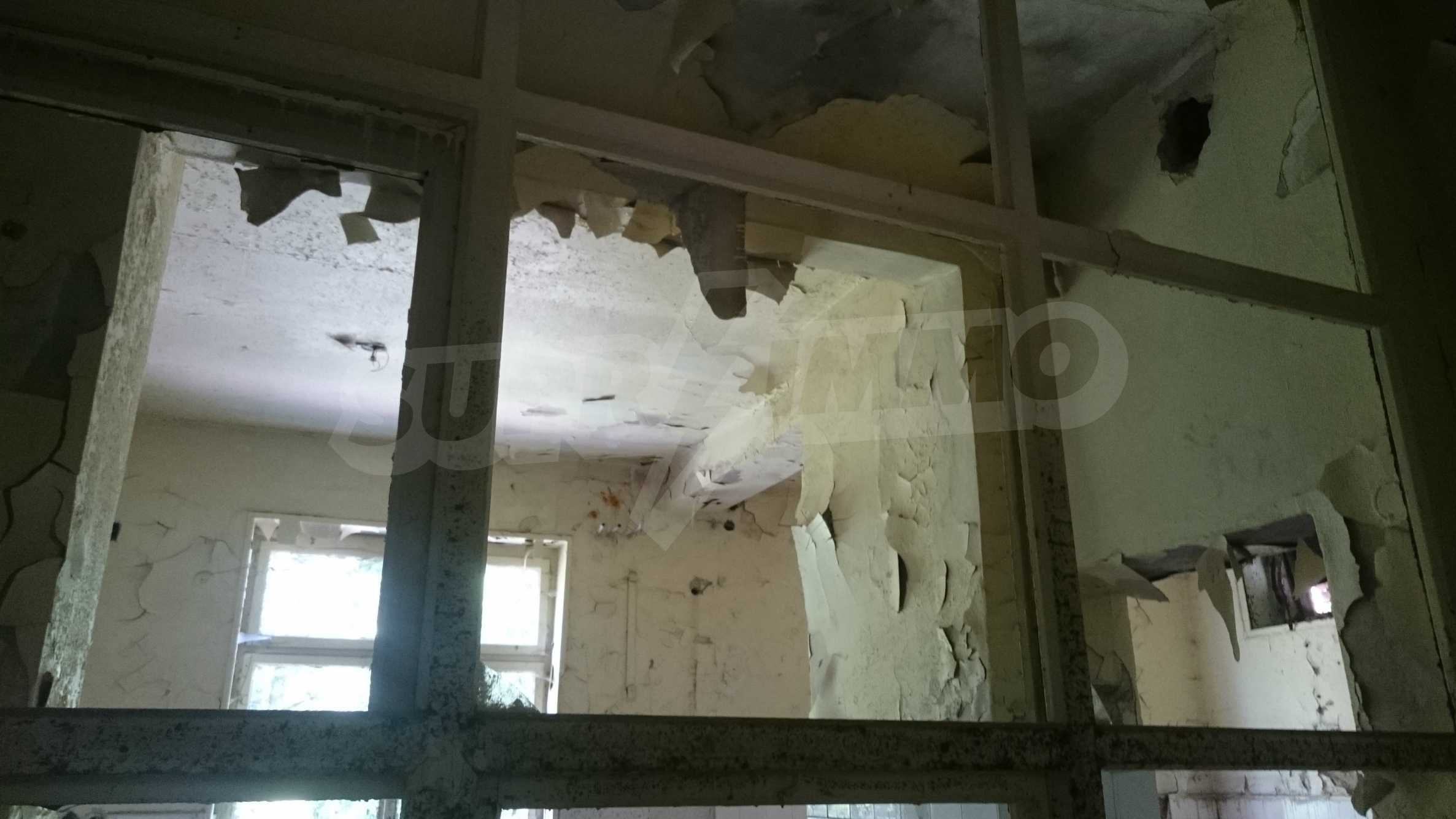 Hotel in need of complete renovation 61