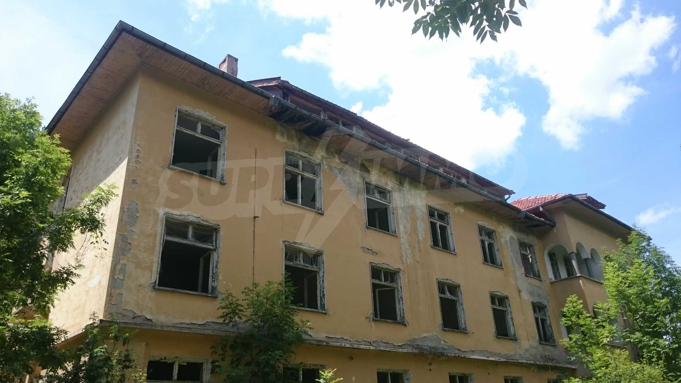 Hotel in need of complete renovation 65