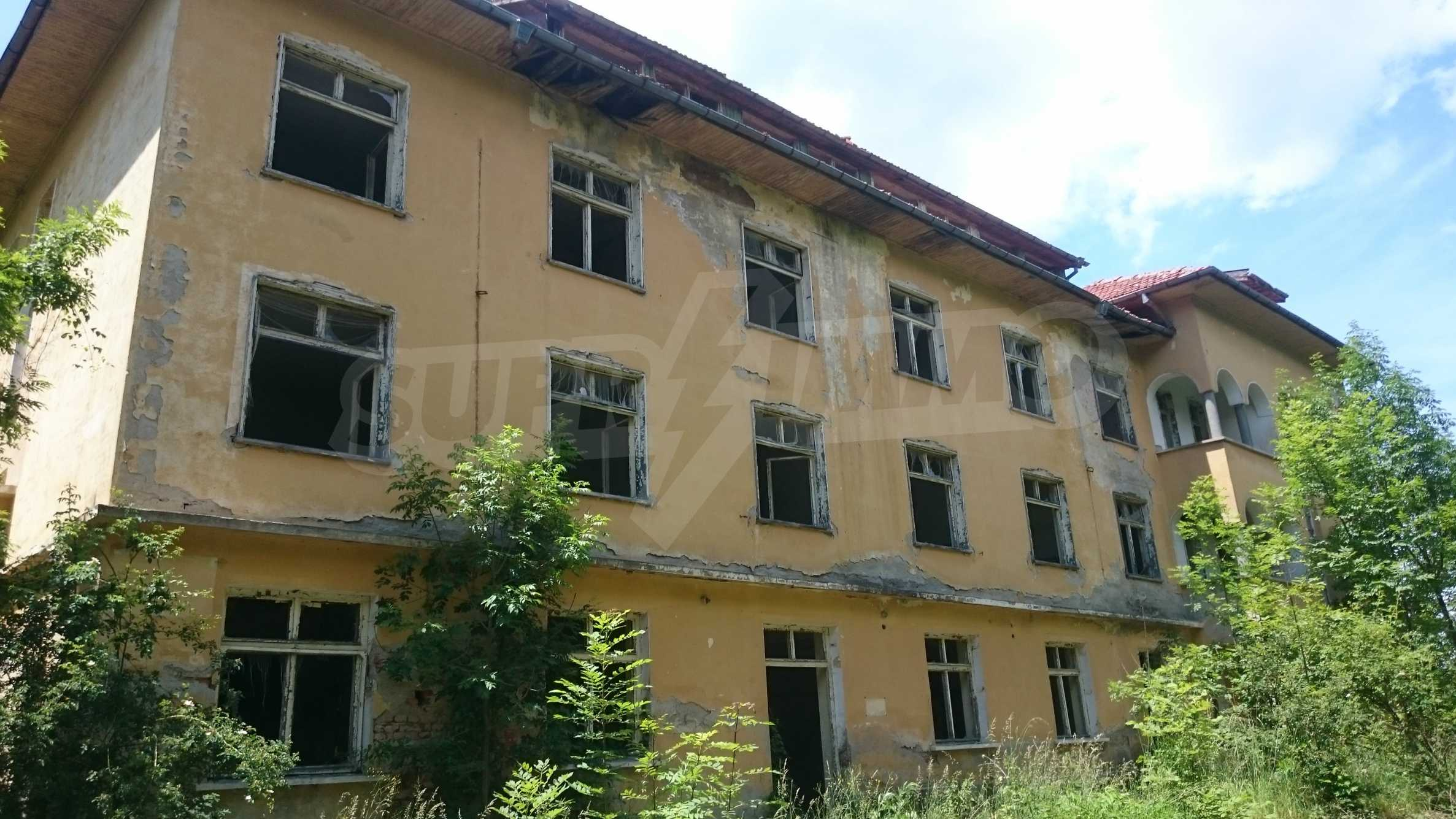 Hotel in need of complete renovation 69
