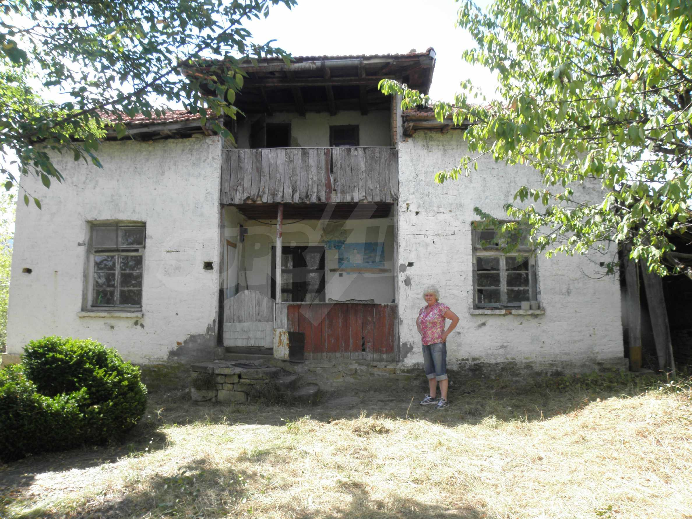 Altes Haus in einem Bergdorf, 20 km von der Stadt Sevlievo entfernt 3