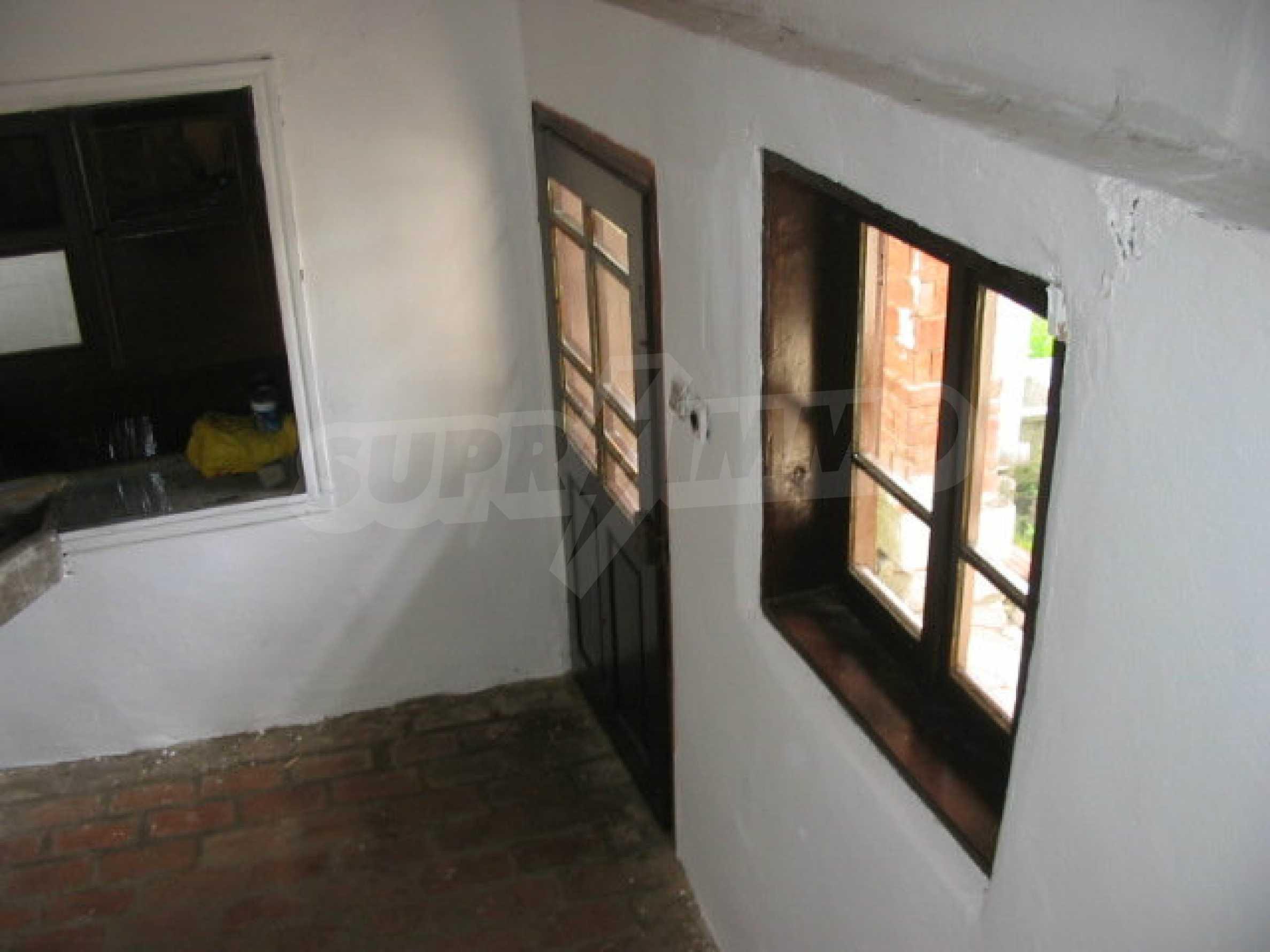 Двуетажна къща в село близо до Севлиево 8