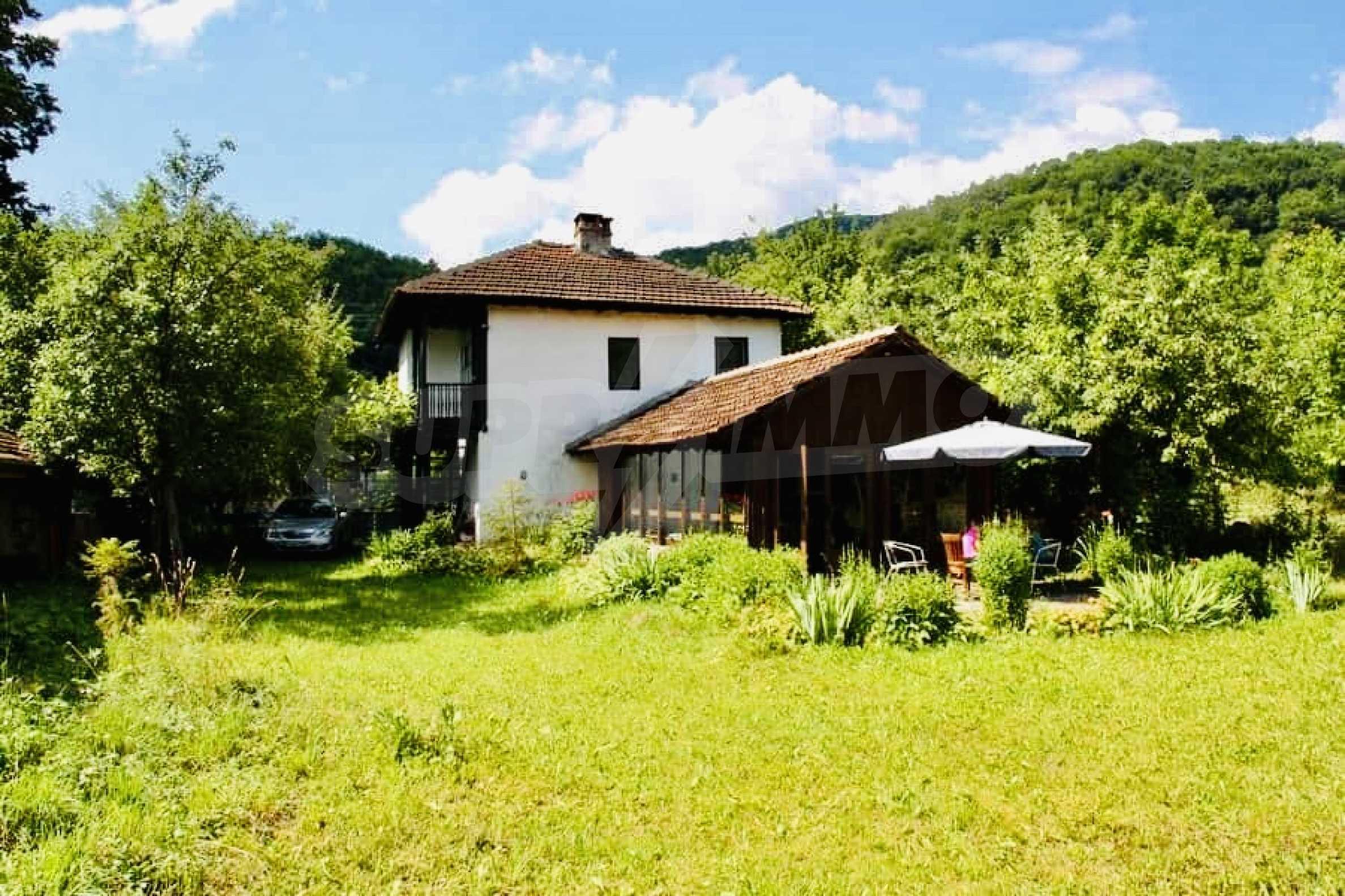 Реновирана двуетажна къща на 11 км от град Троян