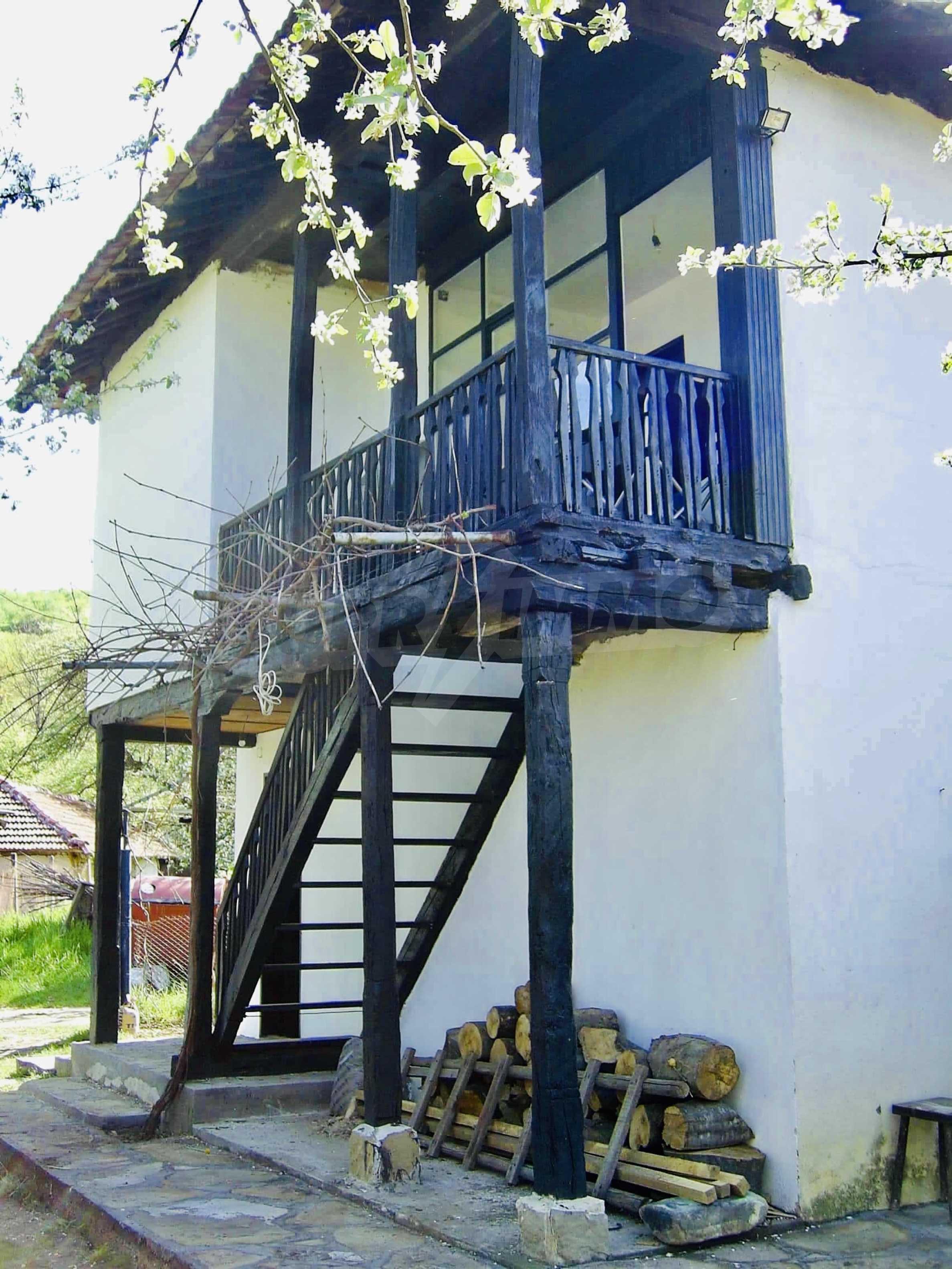 Реновирана двуетажна къща на 11 км от град Троян  9