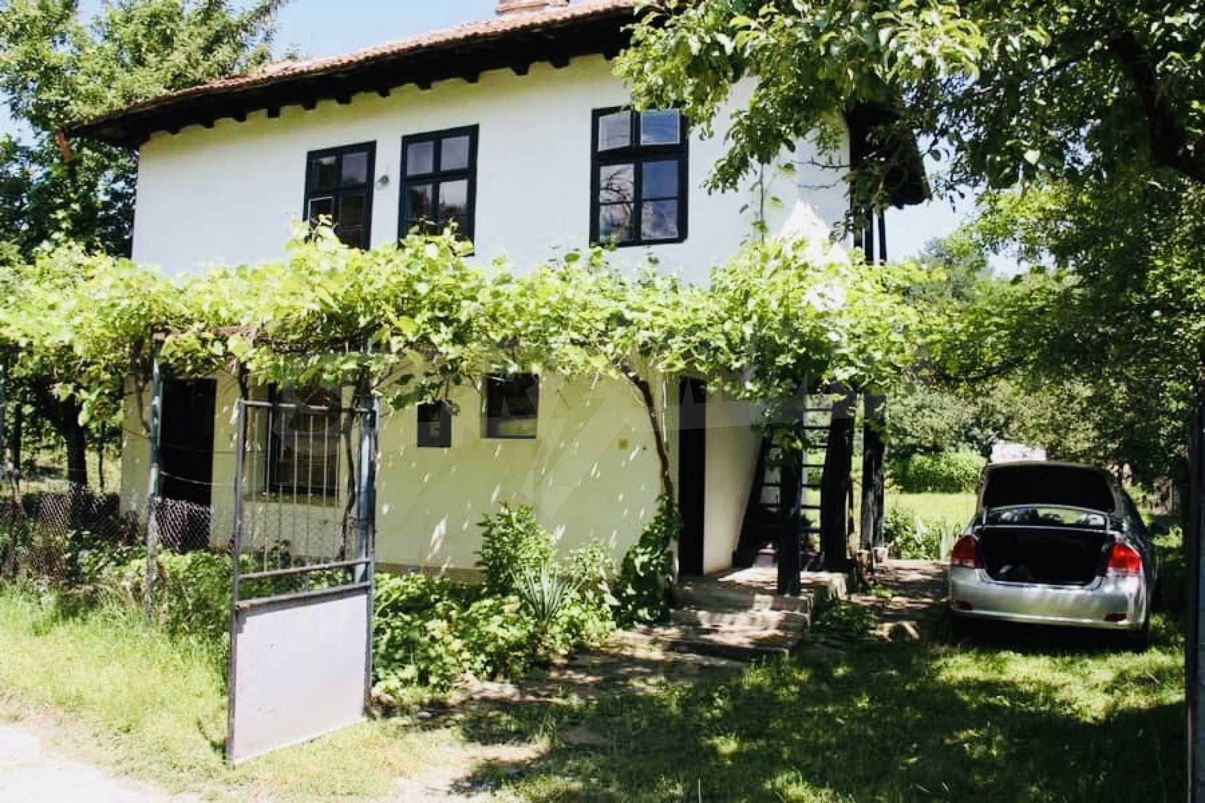 Реновирана двуетажна къща на 11 км от град Троян  10
