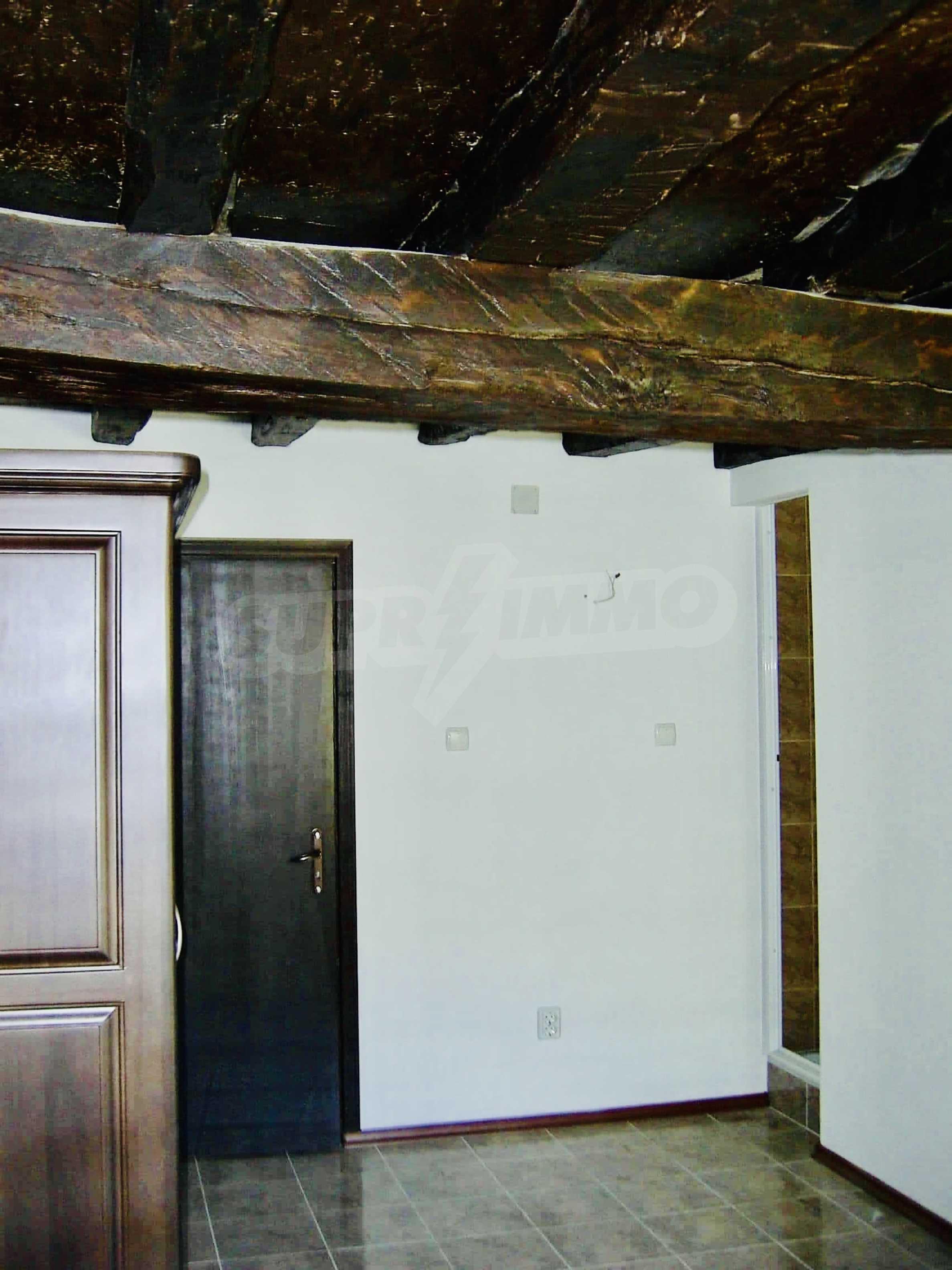 Реновирана двуетажна къща на 11 км от град Троян  6