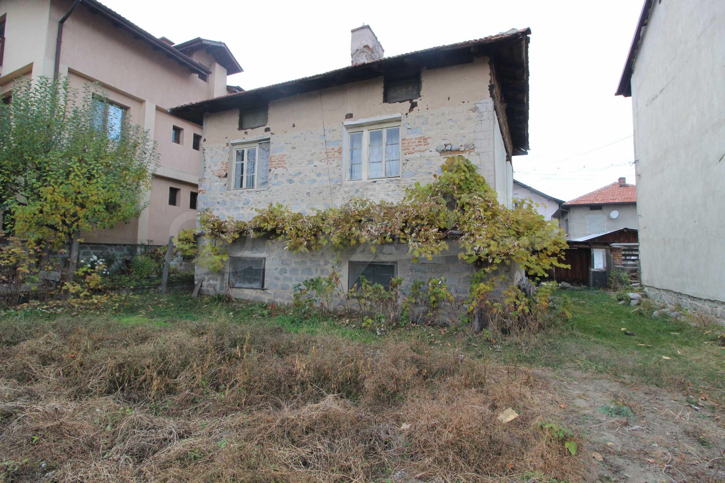 Двуетажна къща за продажба близо до центъра на Банско 1