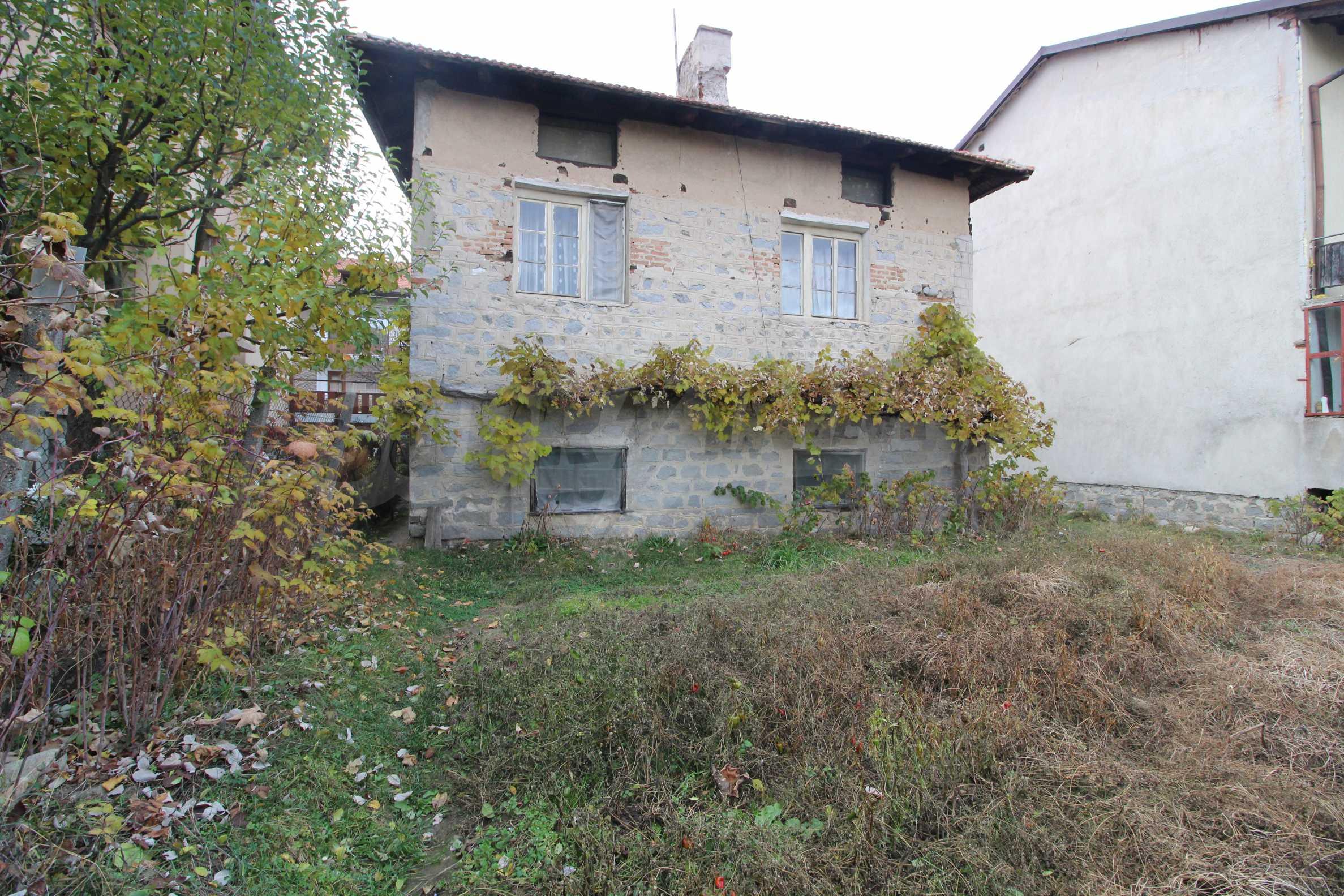 Двуетажна къща за продажба близо до центъра на Банско 3