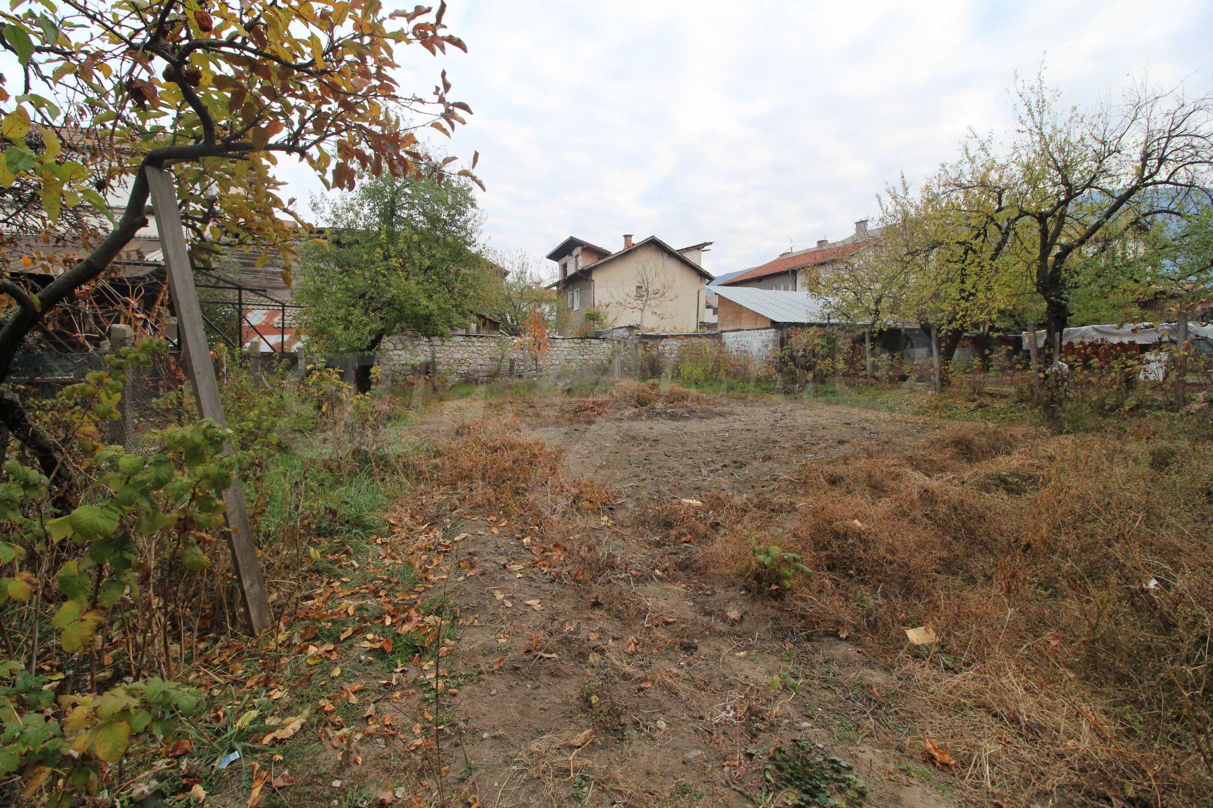 Двуетажна къща за продажба близо до центъра на Банско 6
