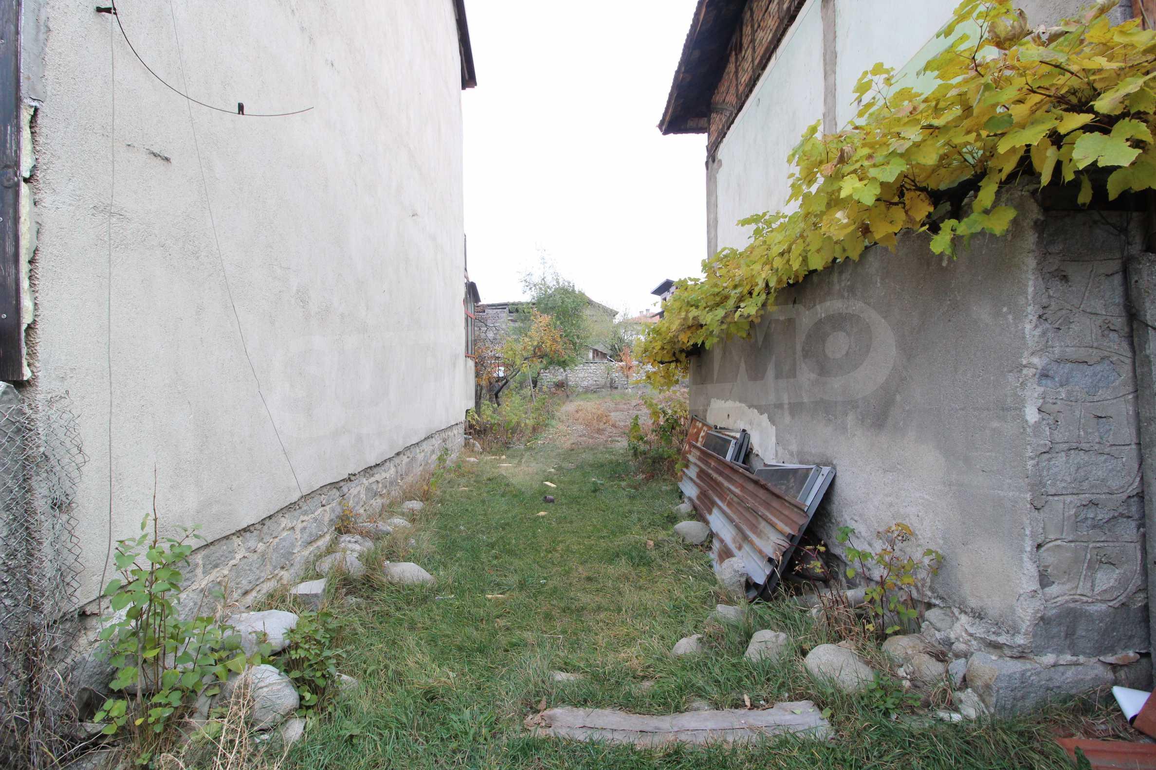 Двуетажна къща за продажба близо до центъра на Банско 7