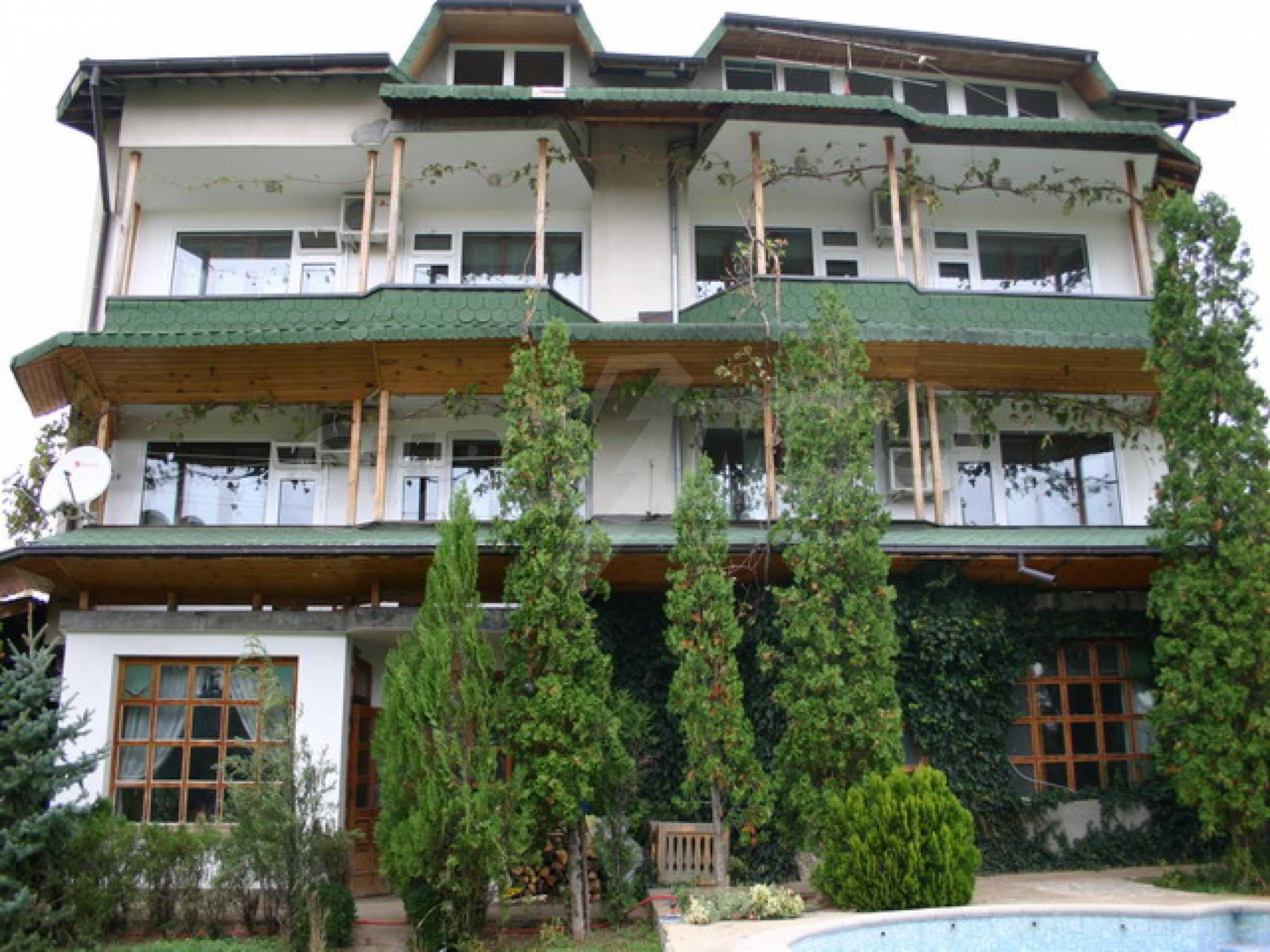 Schönes Haus mit Pool 1