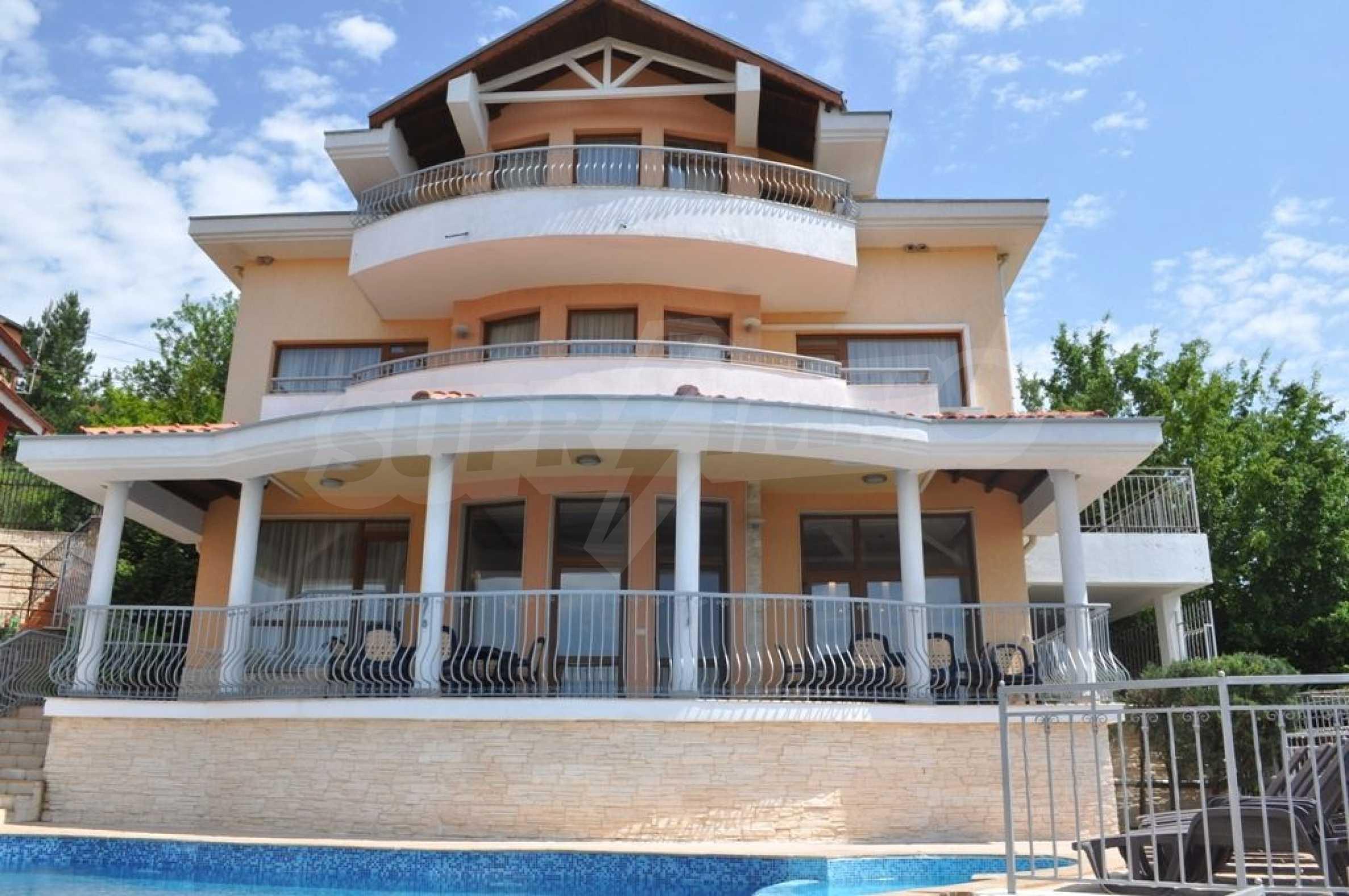 Villa mit Swimmingpool und 6 Schlafzimmern in der Nähe des Resorts Albena