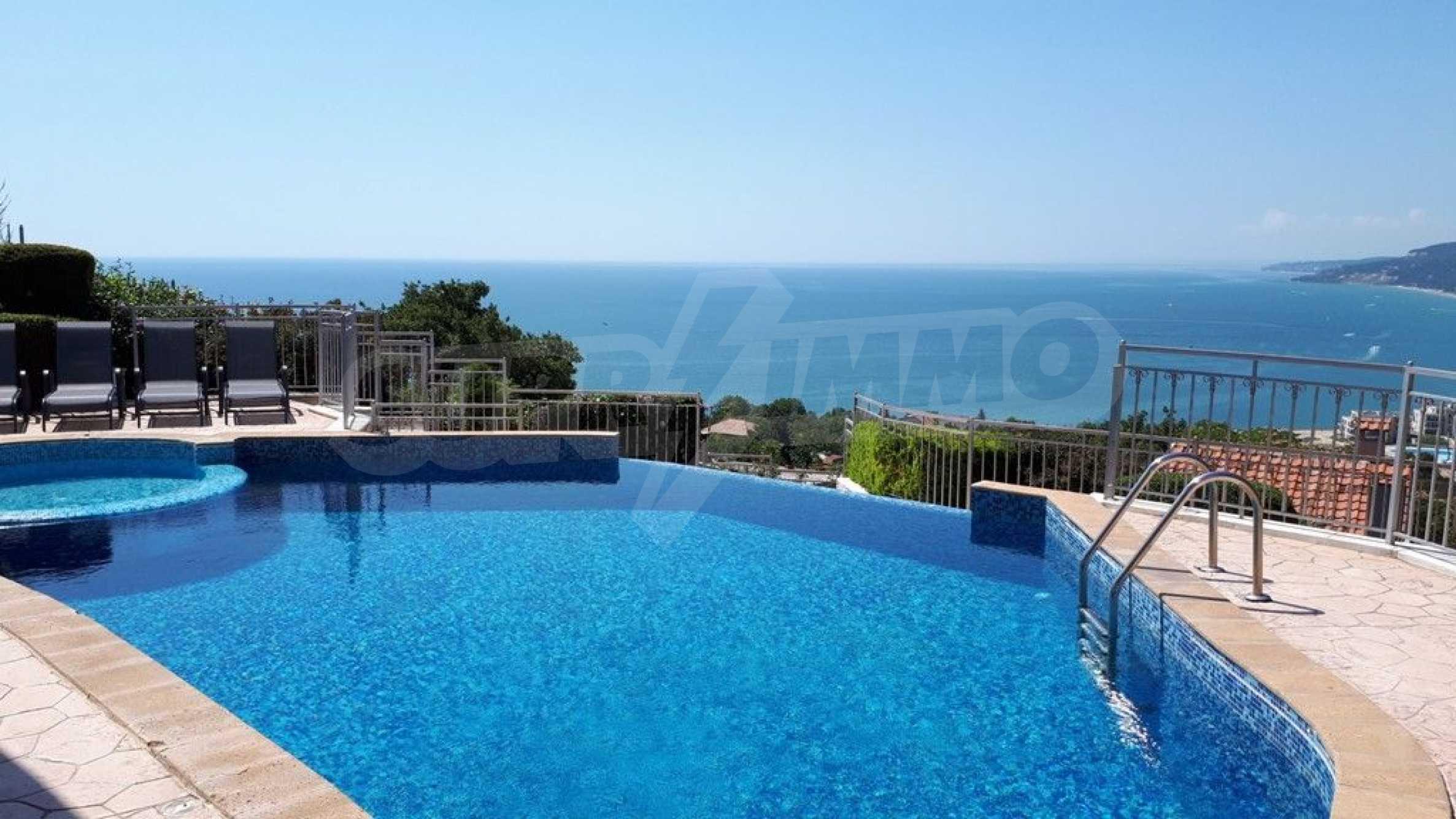 Villa mit Swimmingpool und 6 Schlafzimmern in der Nähe des Resorts Albena 1