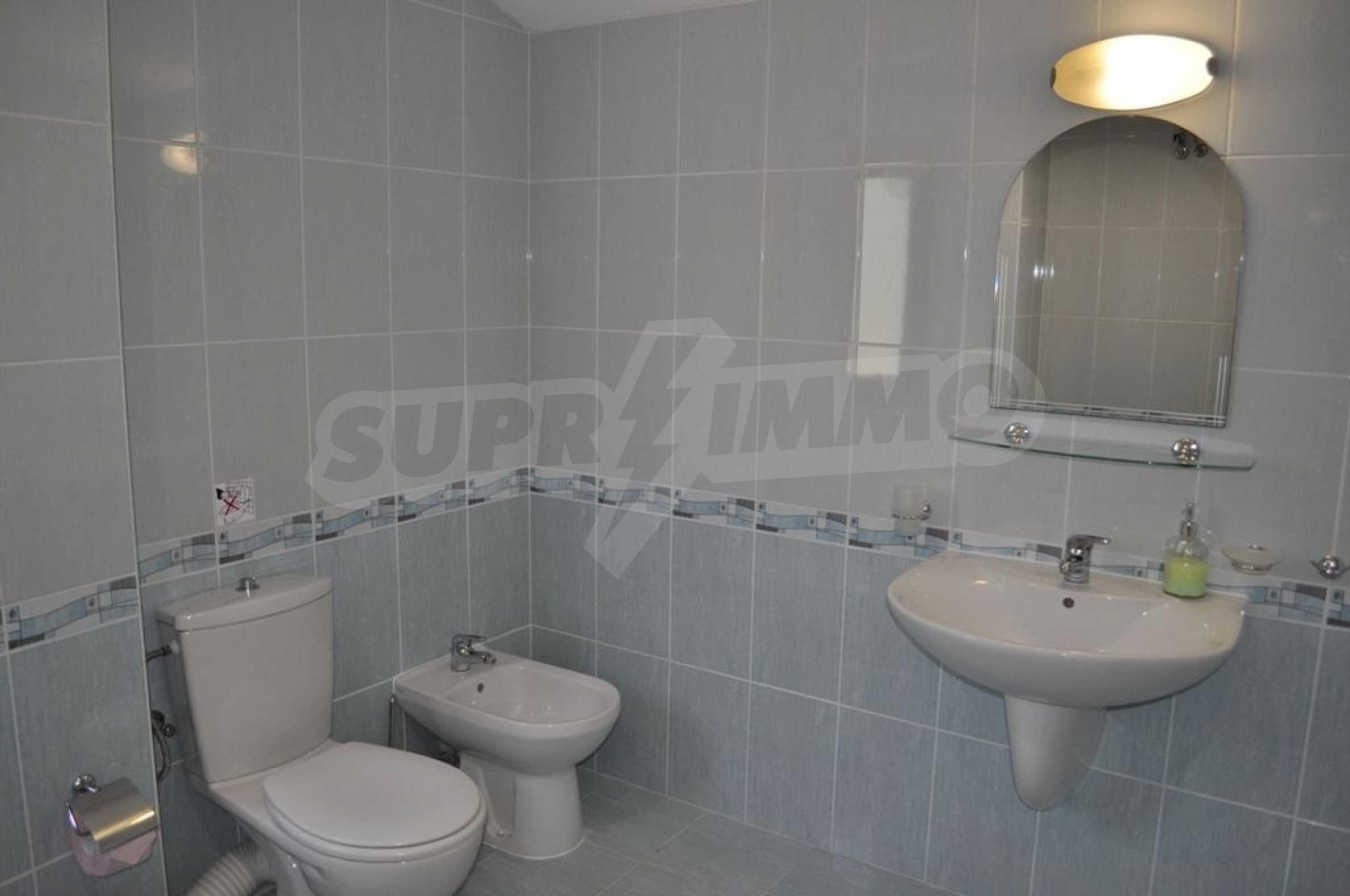 Villa mit Swimmingpool und 6 Schlafzimmern in der Nähe des Resorts Albena 24