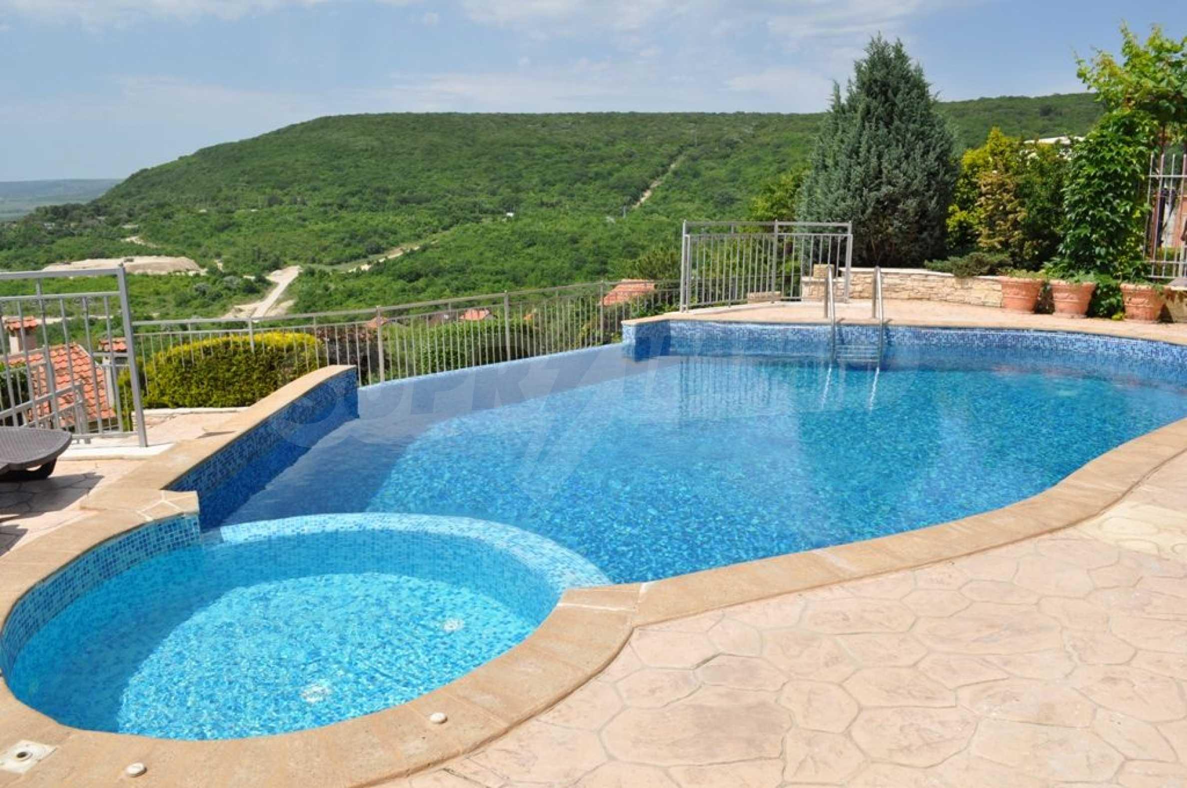 Villa mit Swimmingpool und 6 Schlafzimmern in der Nähe des Resorts Albena 6
