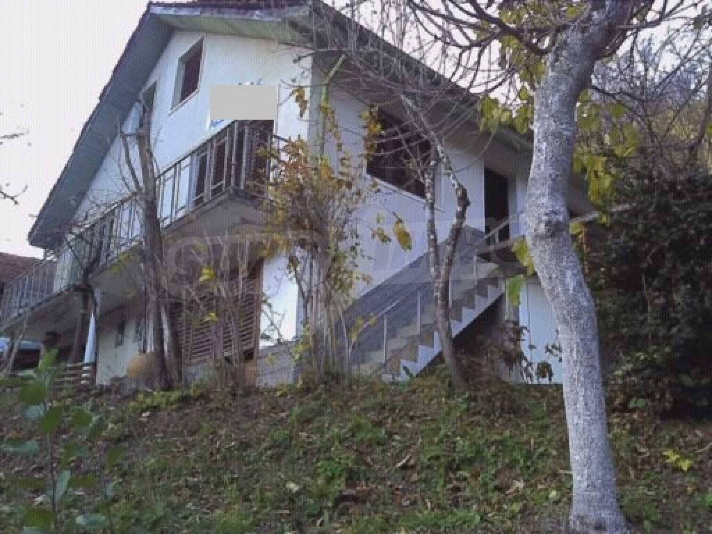 Двуетажна вила в село с минерална  вода в Троянския Балкан
