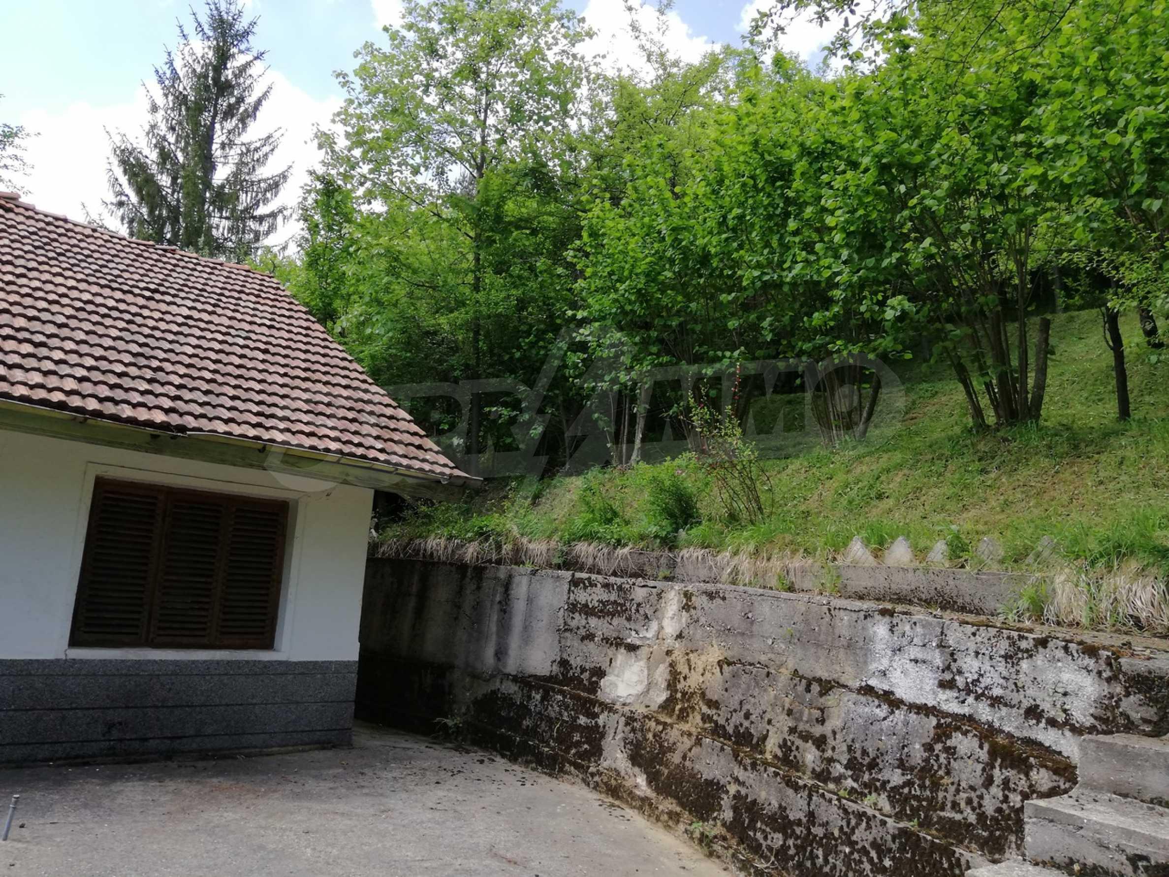 Двуетажна вила в село с минерална  вода в Троянския Балкан  10