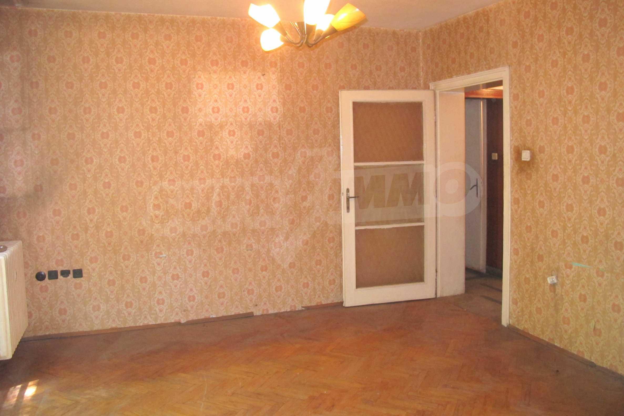 Светъл апартамент в зелената част на кв. Гео Милев 7