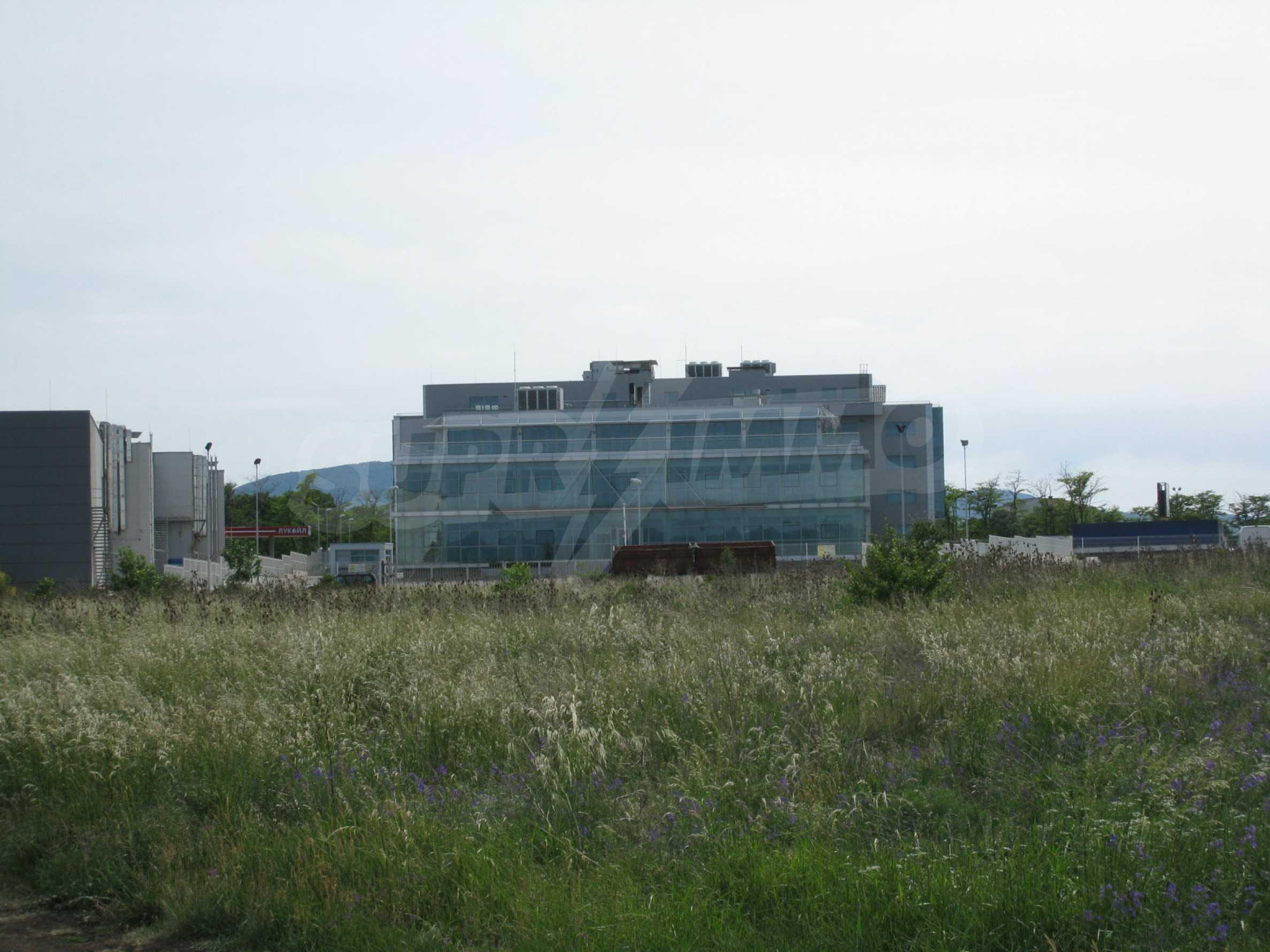 Investitionsgrundstück in der Nähe des Metro-Shops am Europe Blvd. 24