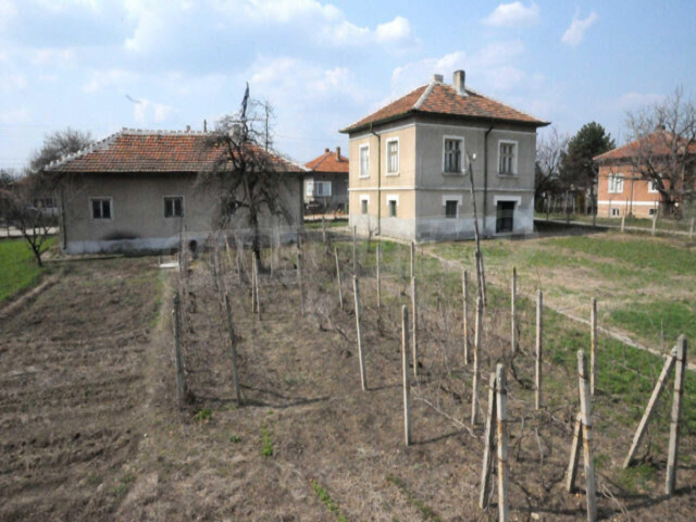 Large two-storey house in Dunavtsi 9
