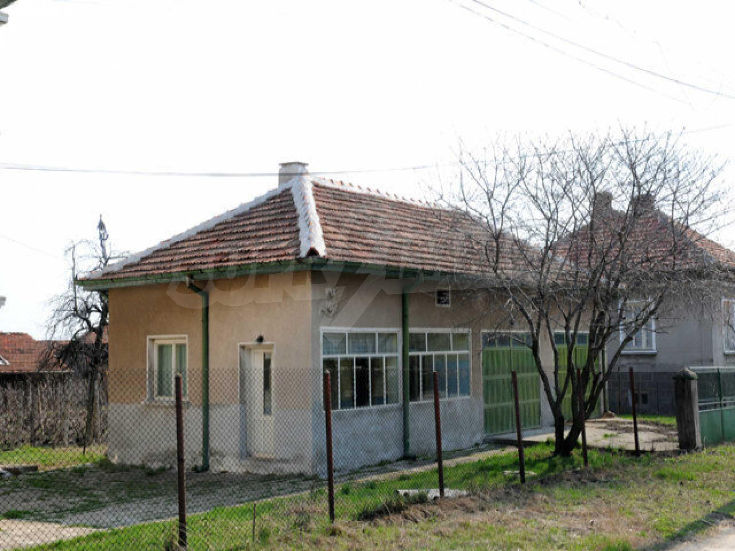 Large two-storey house in Dunavtsi 11