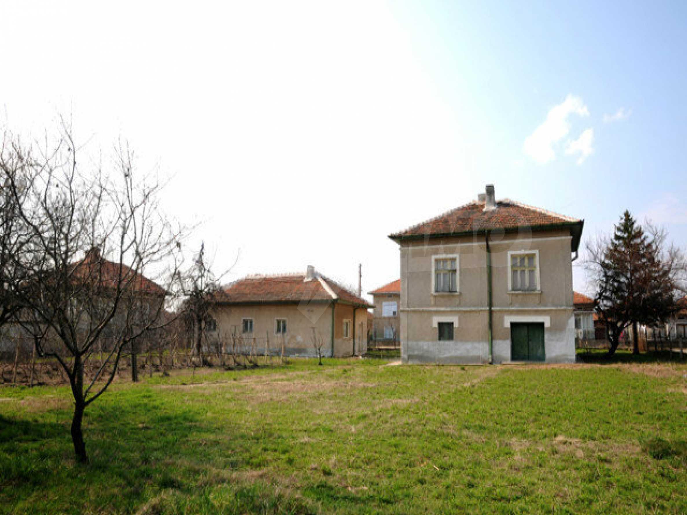 Large two-storey house in Dunavtsi 3