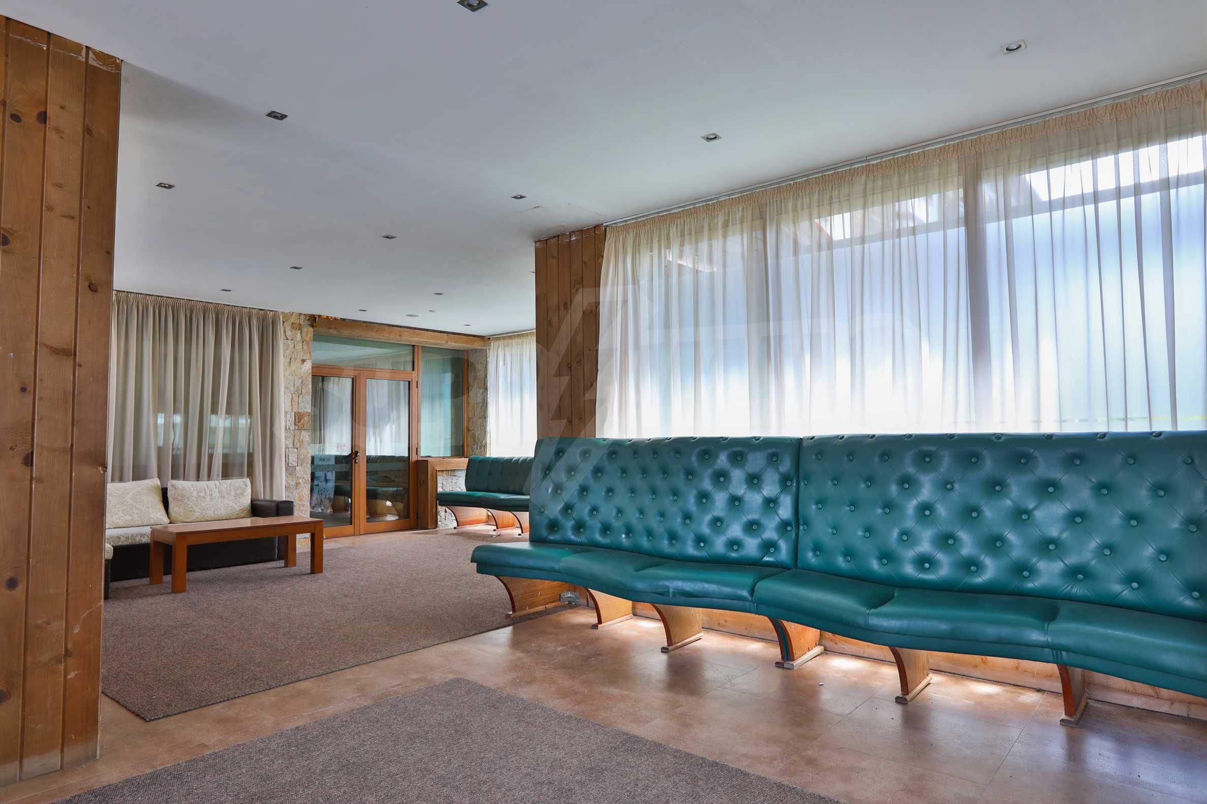 Просторен тристаен апартамент, намиращ се в комплекс Емералд в Банско 12