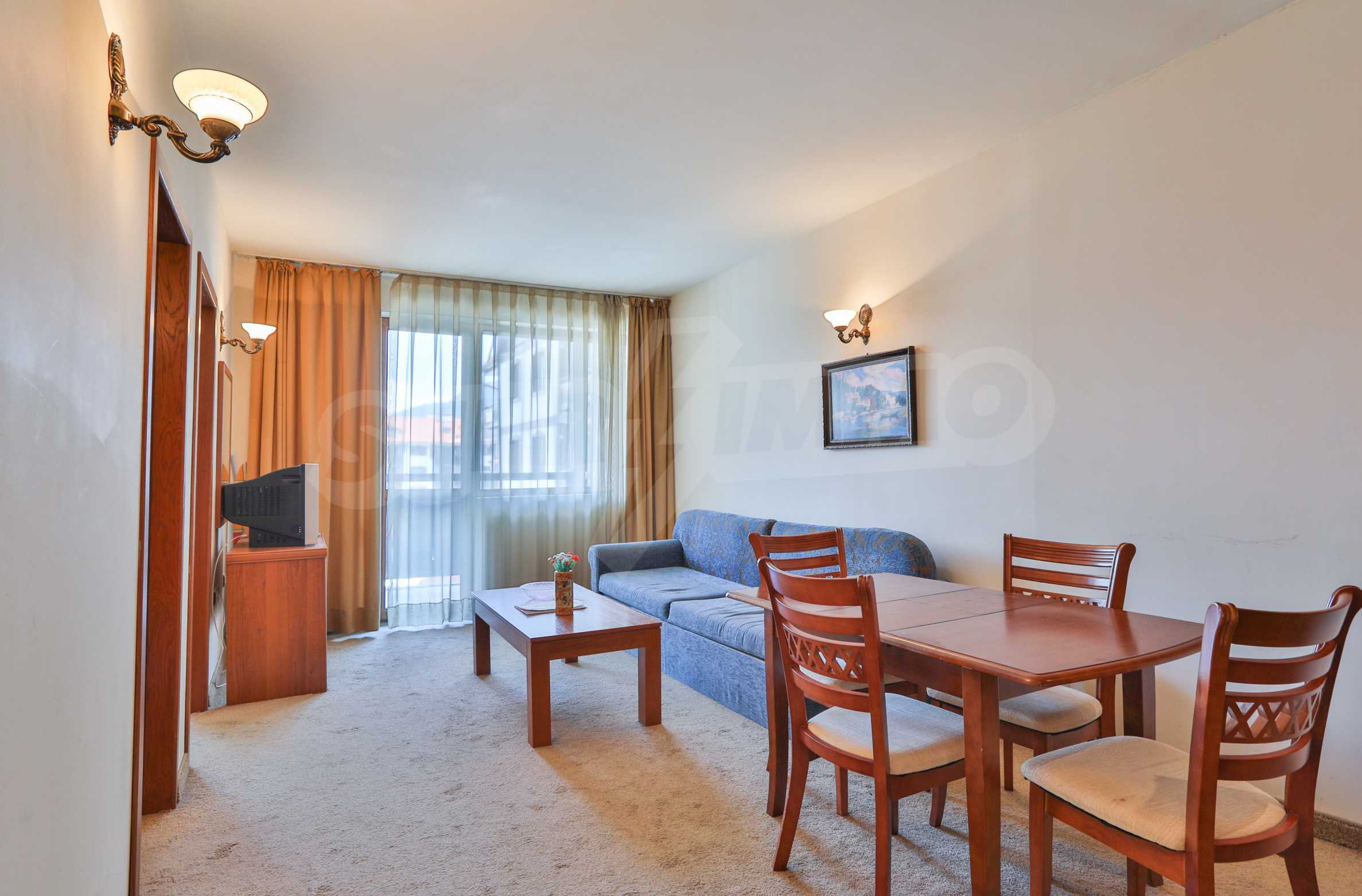Просторен тристаен апартамент, намиращ се в комплекс Емералд в Банско 2