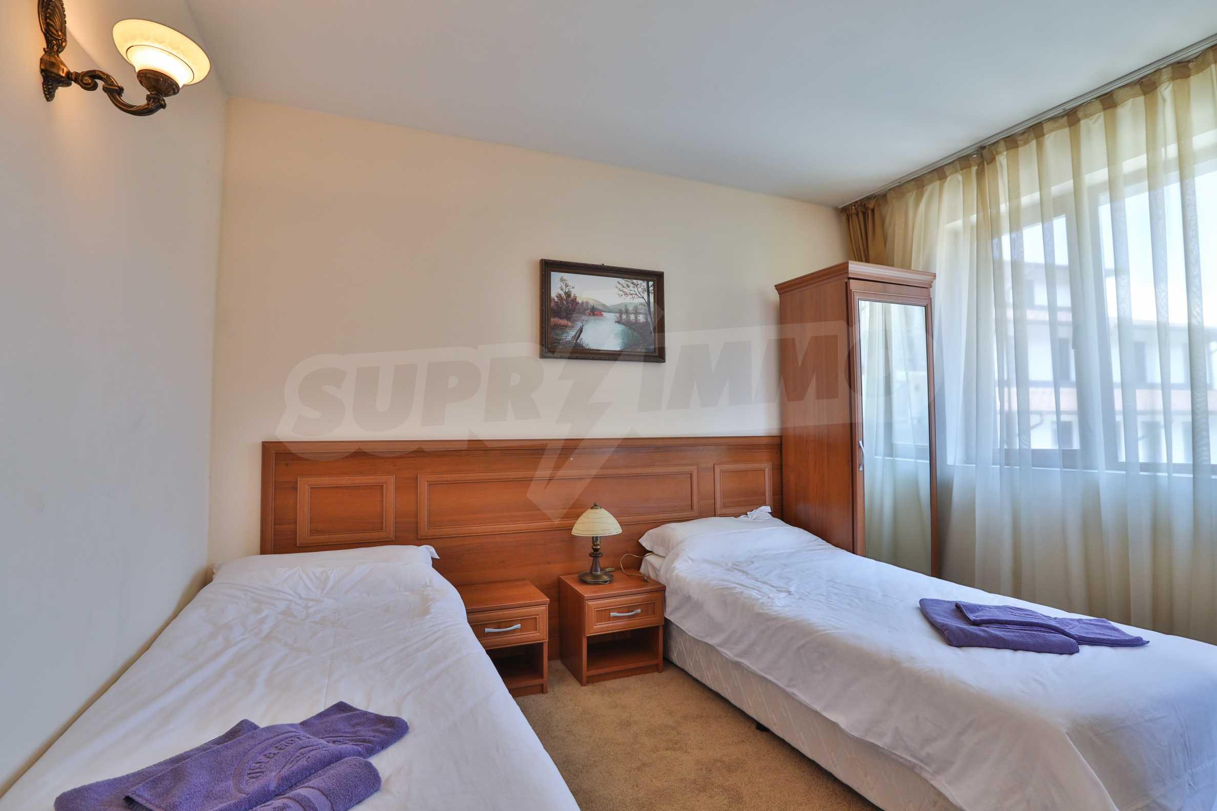 Просторен тристаен апартамент, намиращ се в комплекс Емералд в Банско 5