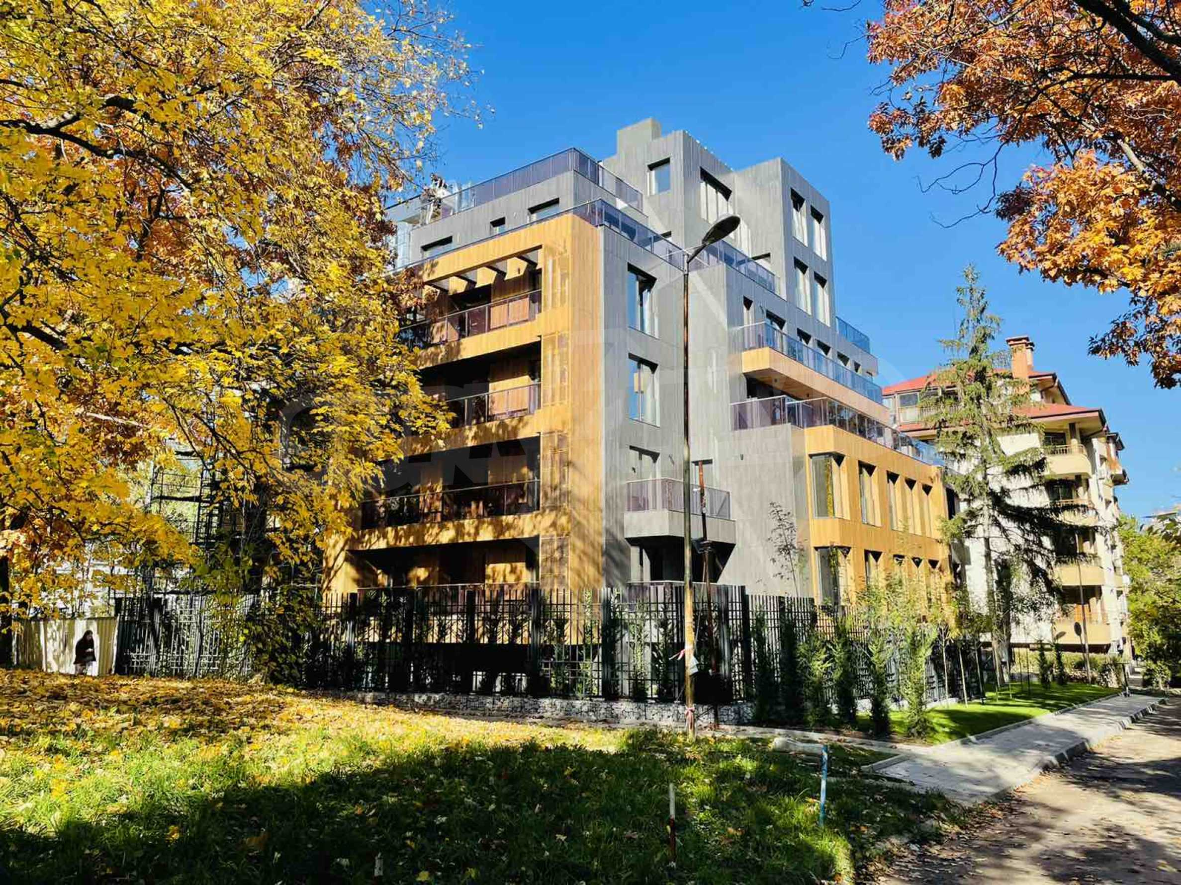 One bedroom apartment in a building with Act 14 near Joliot-Curie metro station 9
