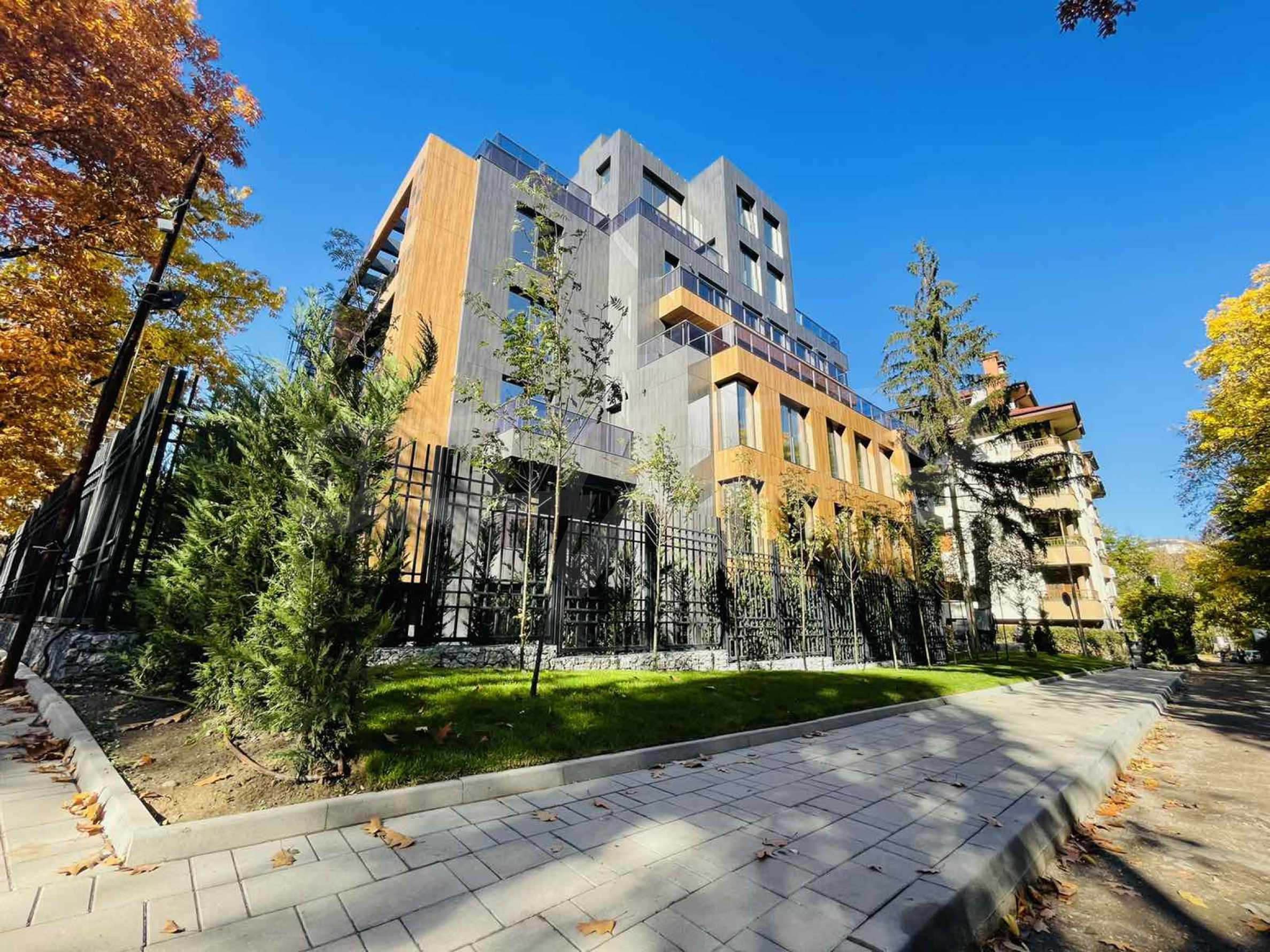 One bedroom apartment in a building with Act 14 near Joliot-Curie metro station 1