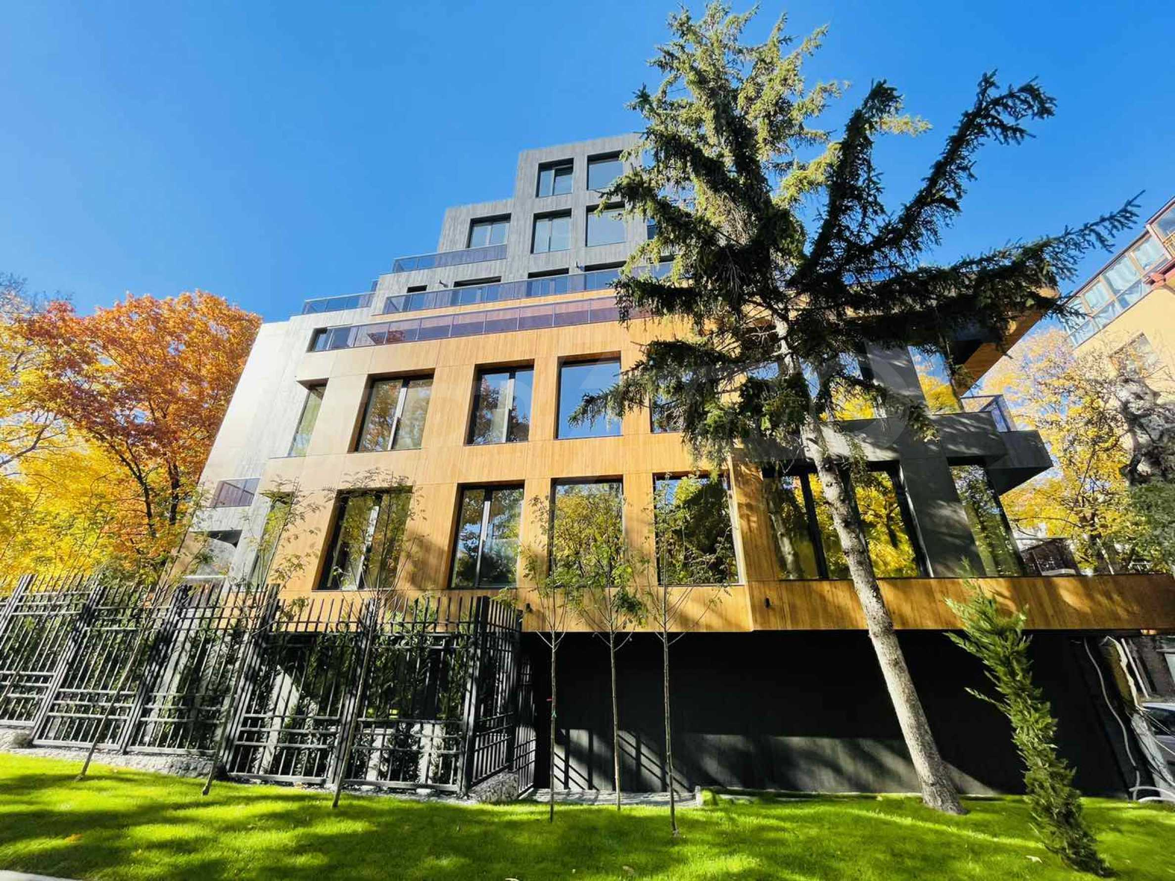 One bedroom apartment in a building with Act 14 near Joliot-Curie metro station 8