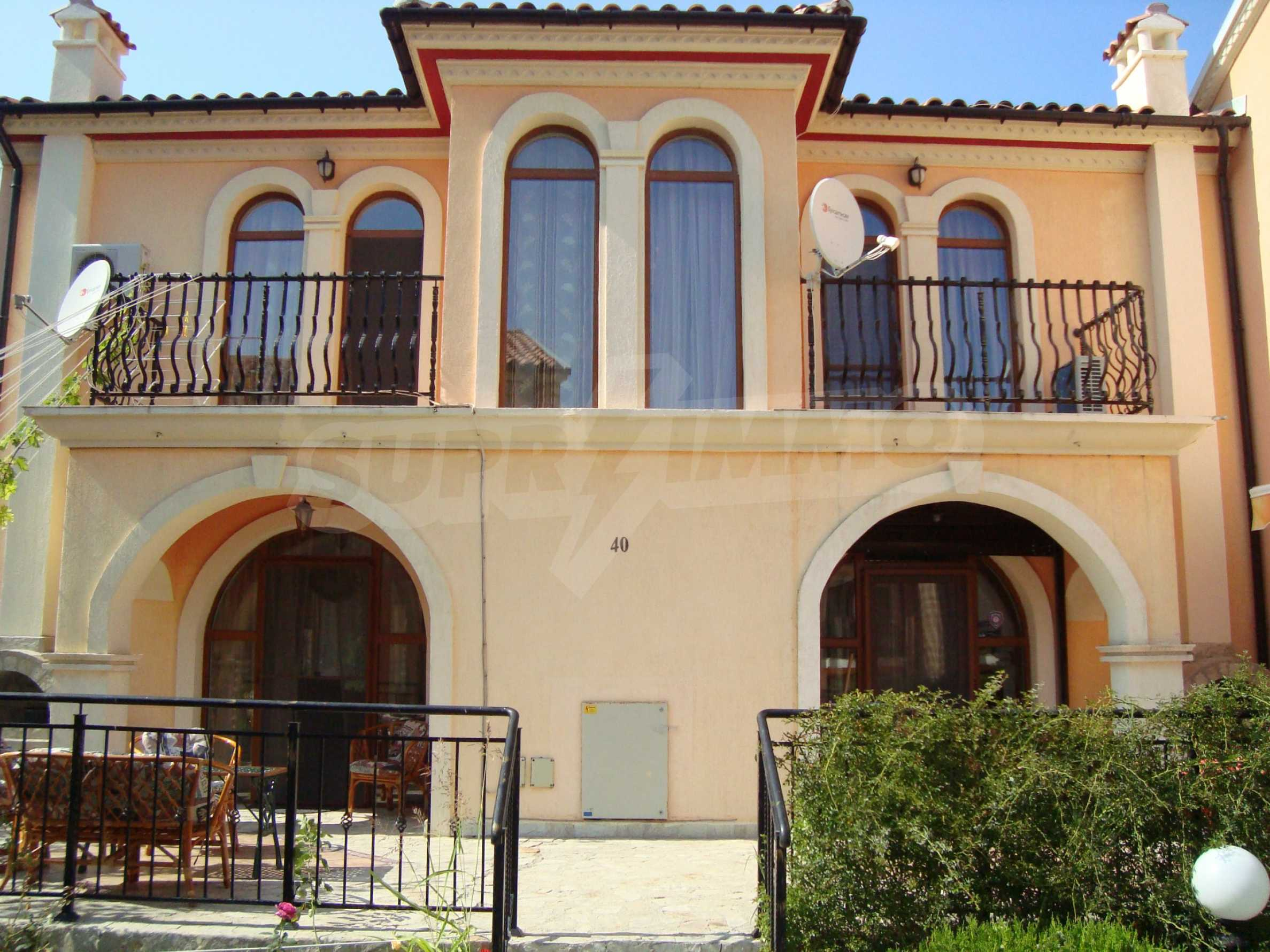 2-stöckige Villa zum Verkauf in Elenite Feriendorf,